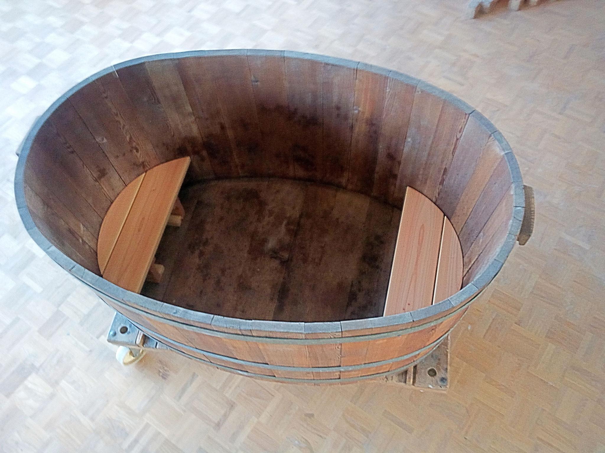 Badezuber mit Sitzbank restauriert und geölt