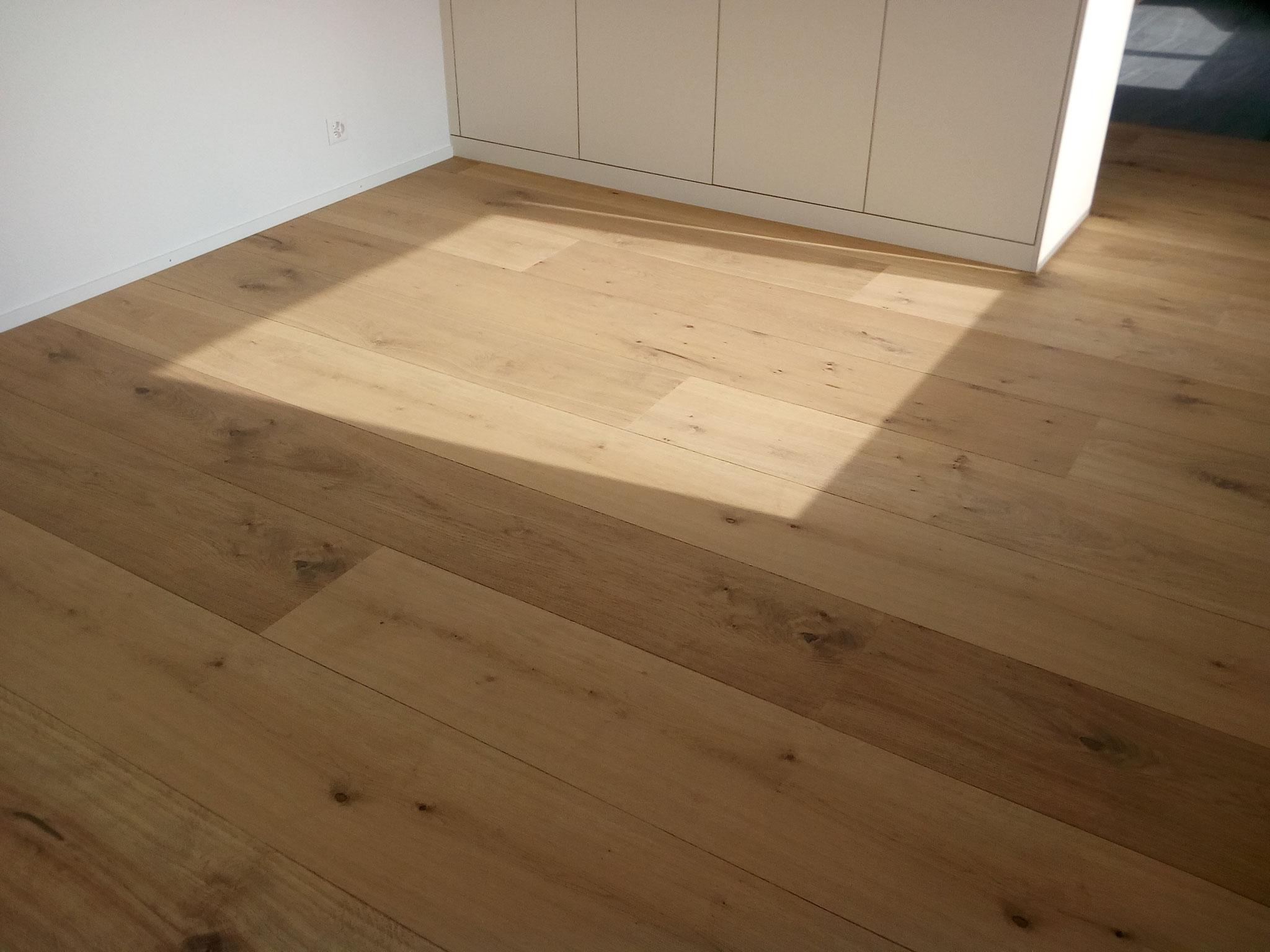 Lindura-Holzboden Eiche rustikal geölt, 2600 x 320 mm