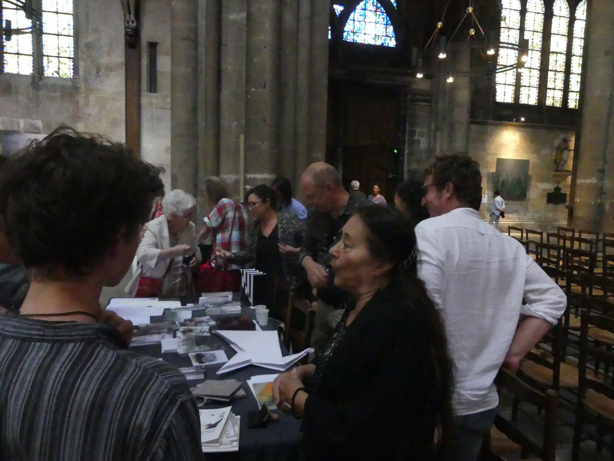 Hélène Phung à la rencontre du public