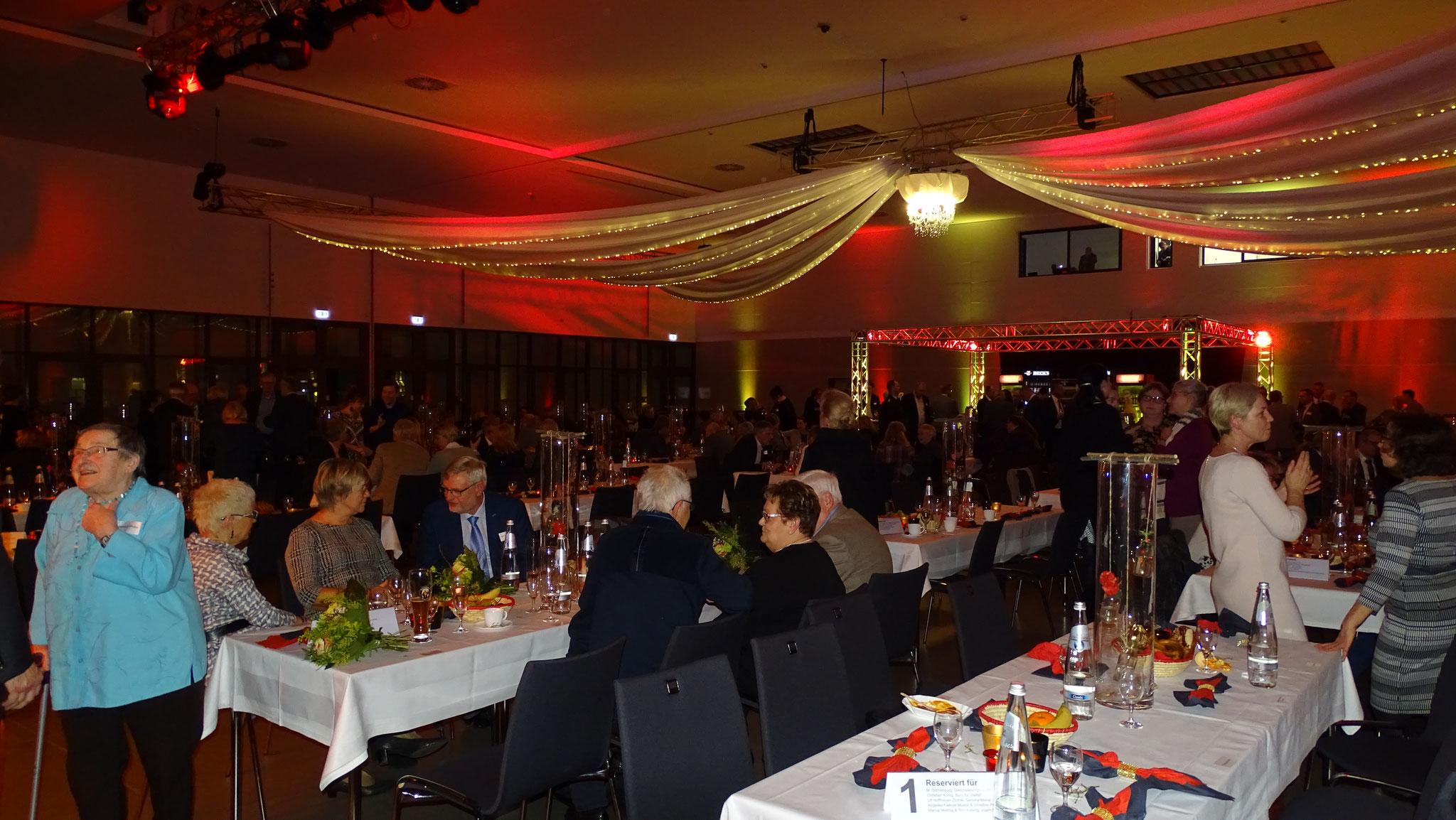 Wie jedes Jahr lud der Bürgermeister Heiko Müller zum Neujahrsempfang in die Stadthalle ein. Dieses Jahr waren Toni und Marius für das Forum und den Beirat dabei...