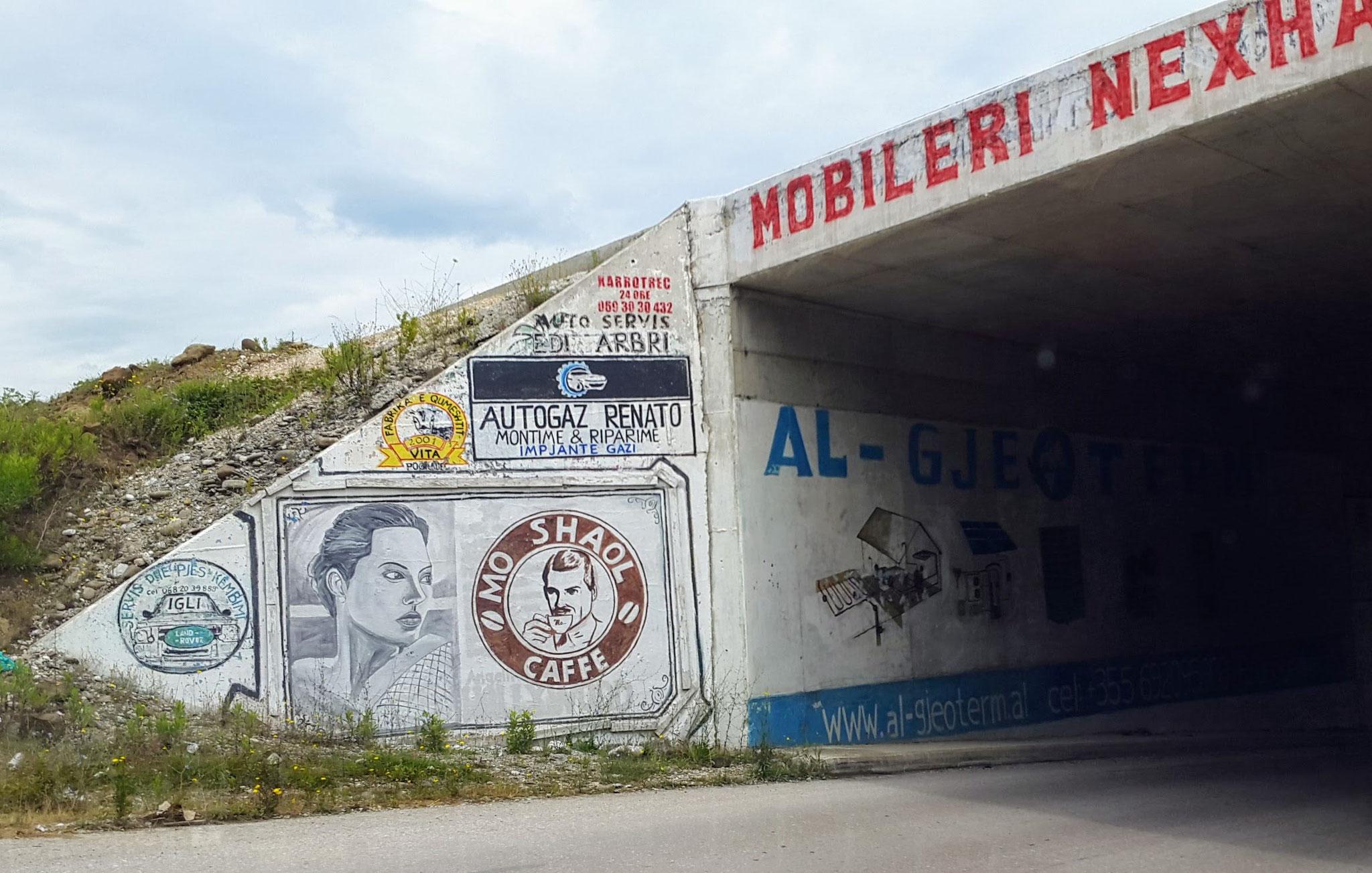 Albanische Werbeanzeigen