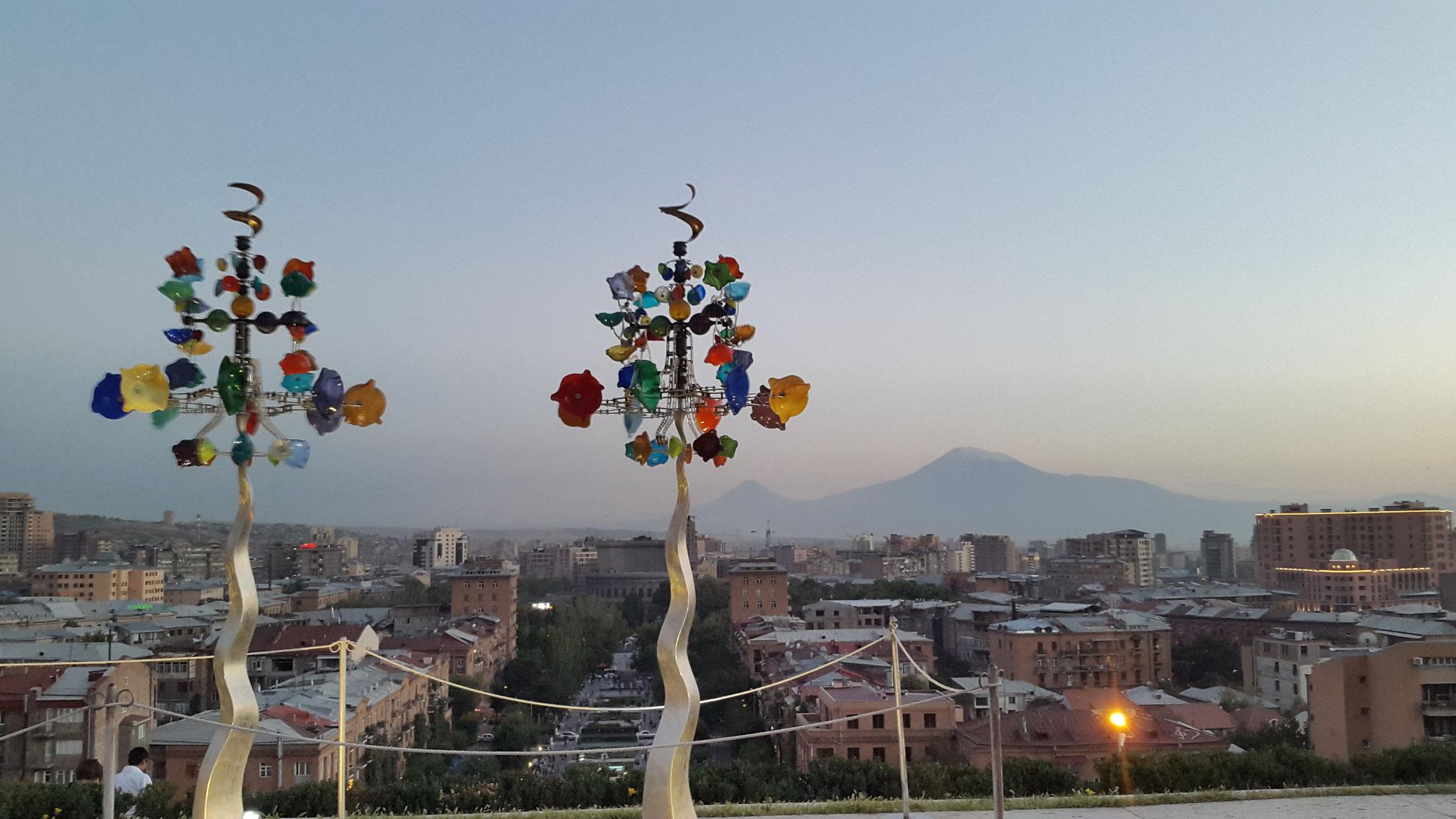 Der Ararat von den Cascaden in Yerevan aus, September 2015