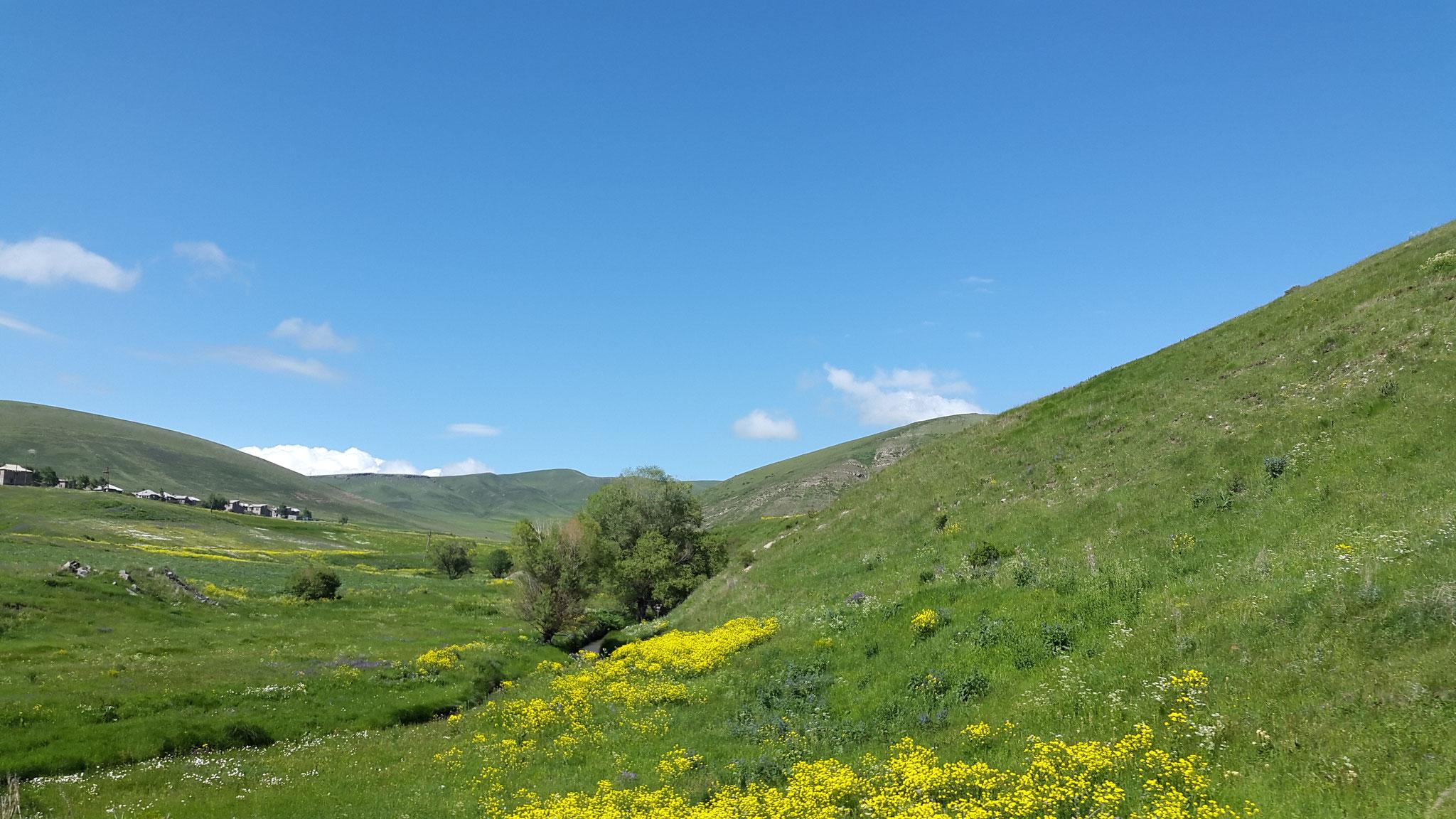 Von Gyumri zum Lake Arpi