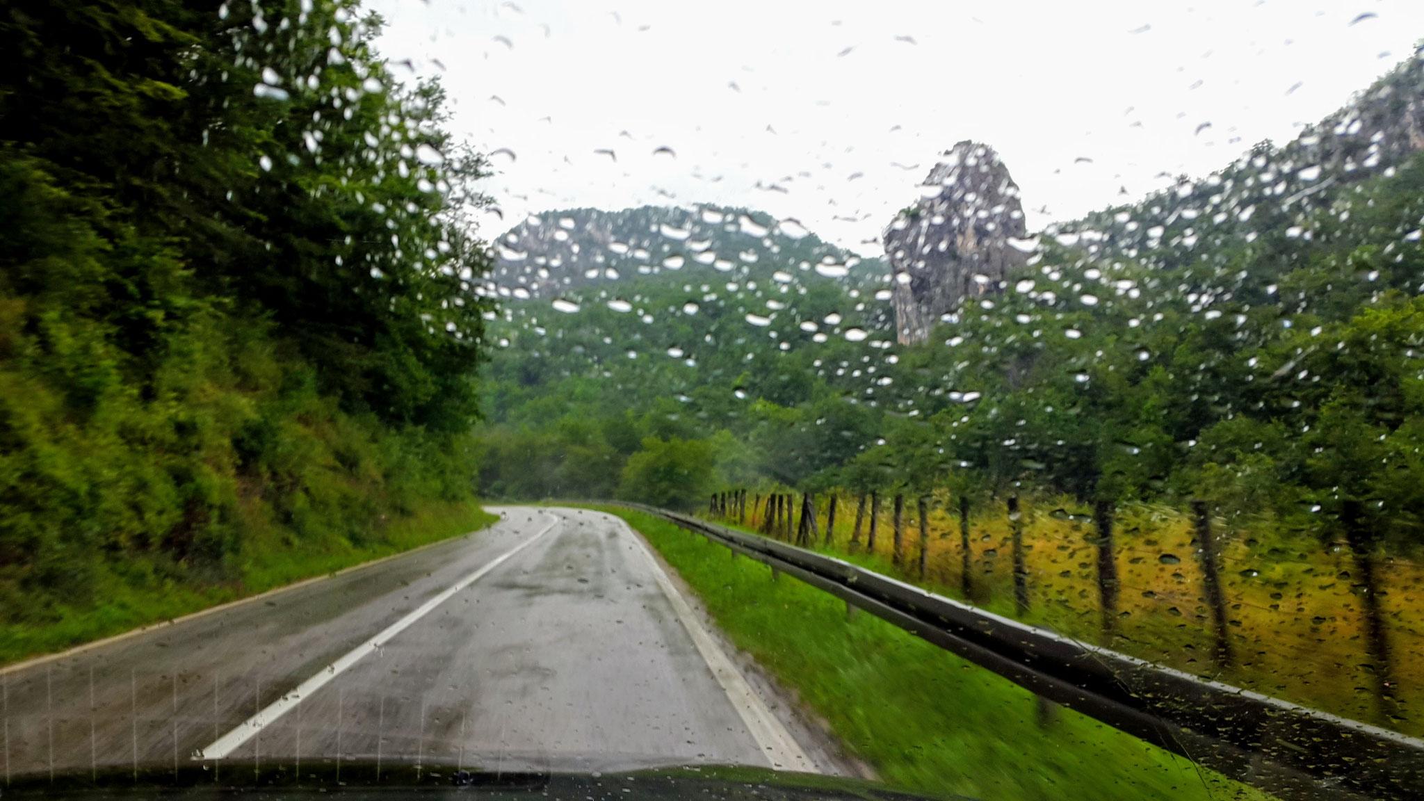 Abfahrt im Regen