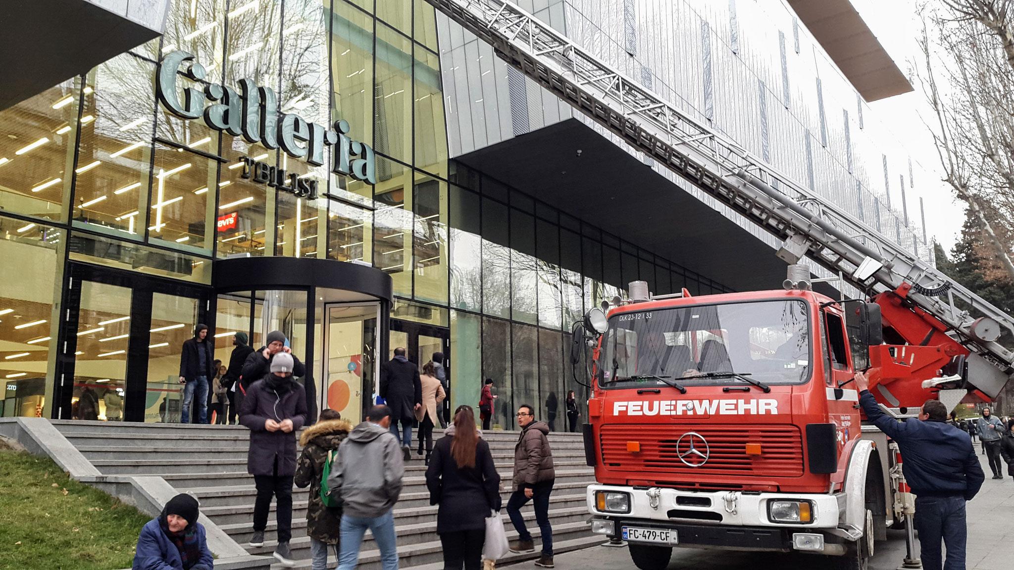 Ausrangiertes Pfullinger Feuerwehr-Fahrzeug hilft nun in Tiflis beim Fenster putzen