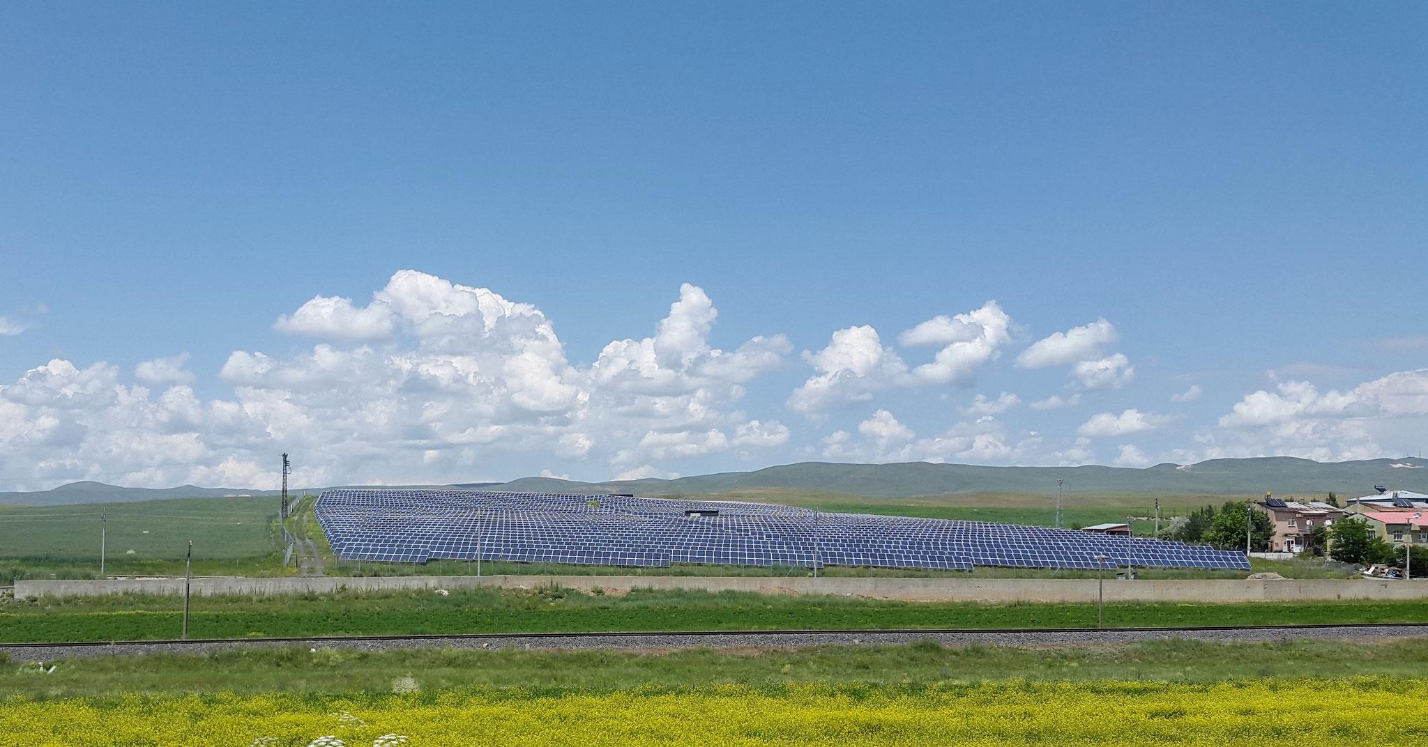Eines von vielen Solarfeldern in der Türkei