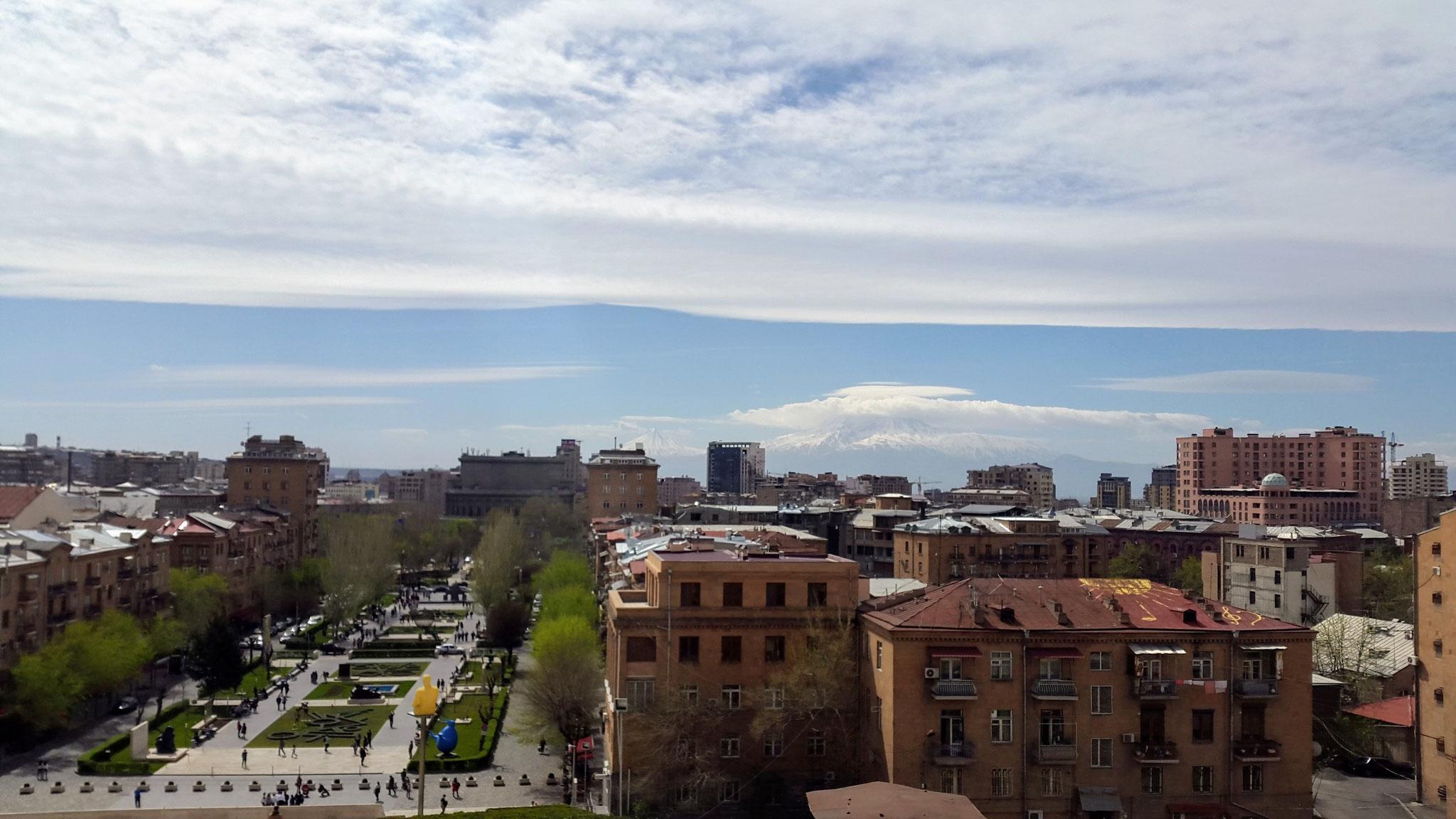 Blick von den Cascaden auf den Ararat