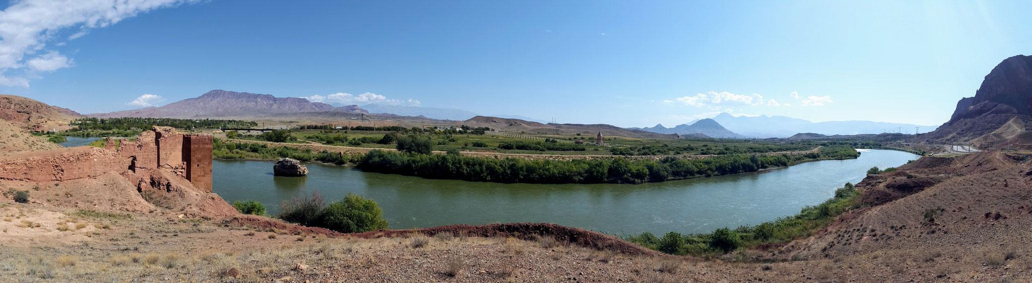Brückenruine am Fluss Arax