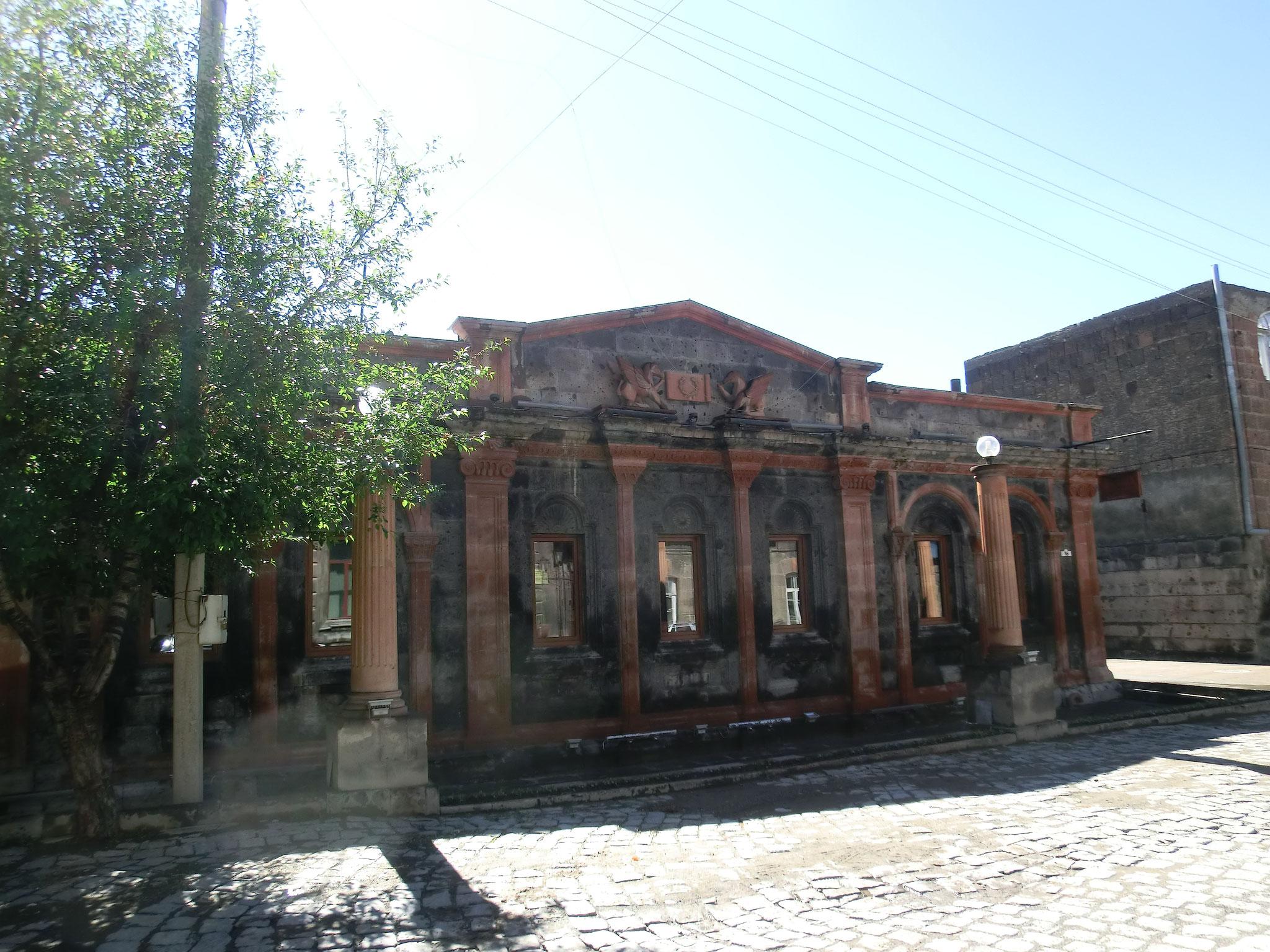 ... und gegenüber die älteste Kneipe der Stadt