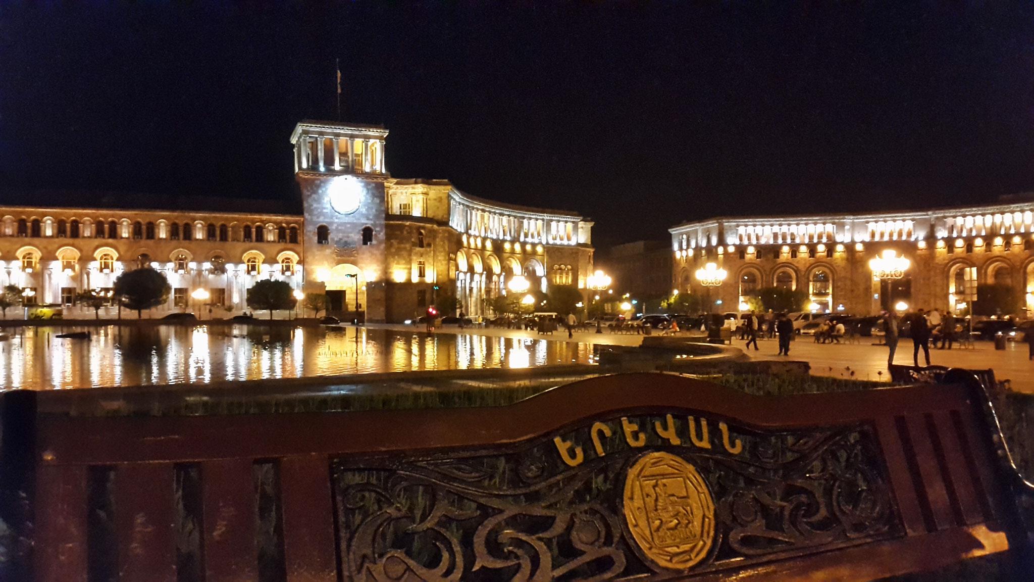 Yerevan bei Nacht