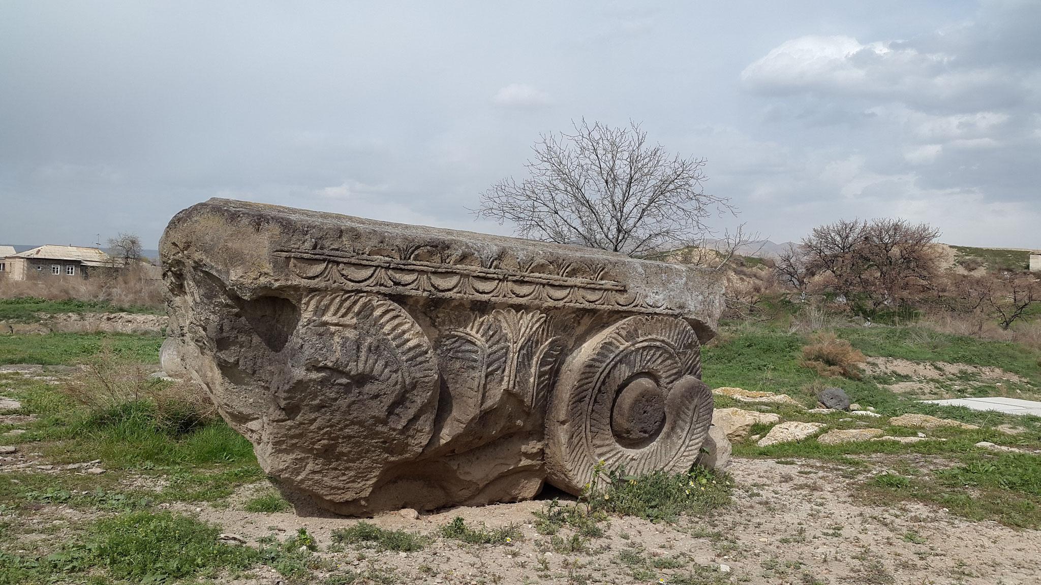 In den Ruinen der alten armenischen Hauptstadt Dwin
