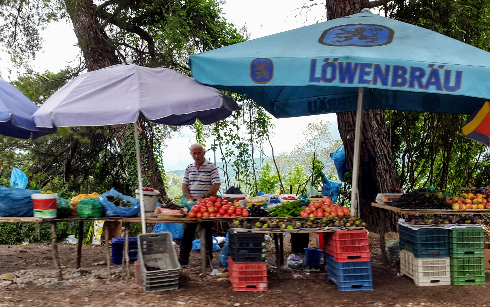Einer von unzähligen Obst- und Gemüseständen in Albanien
