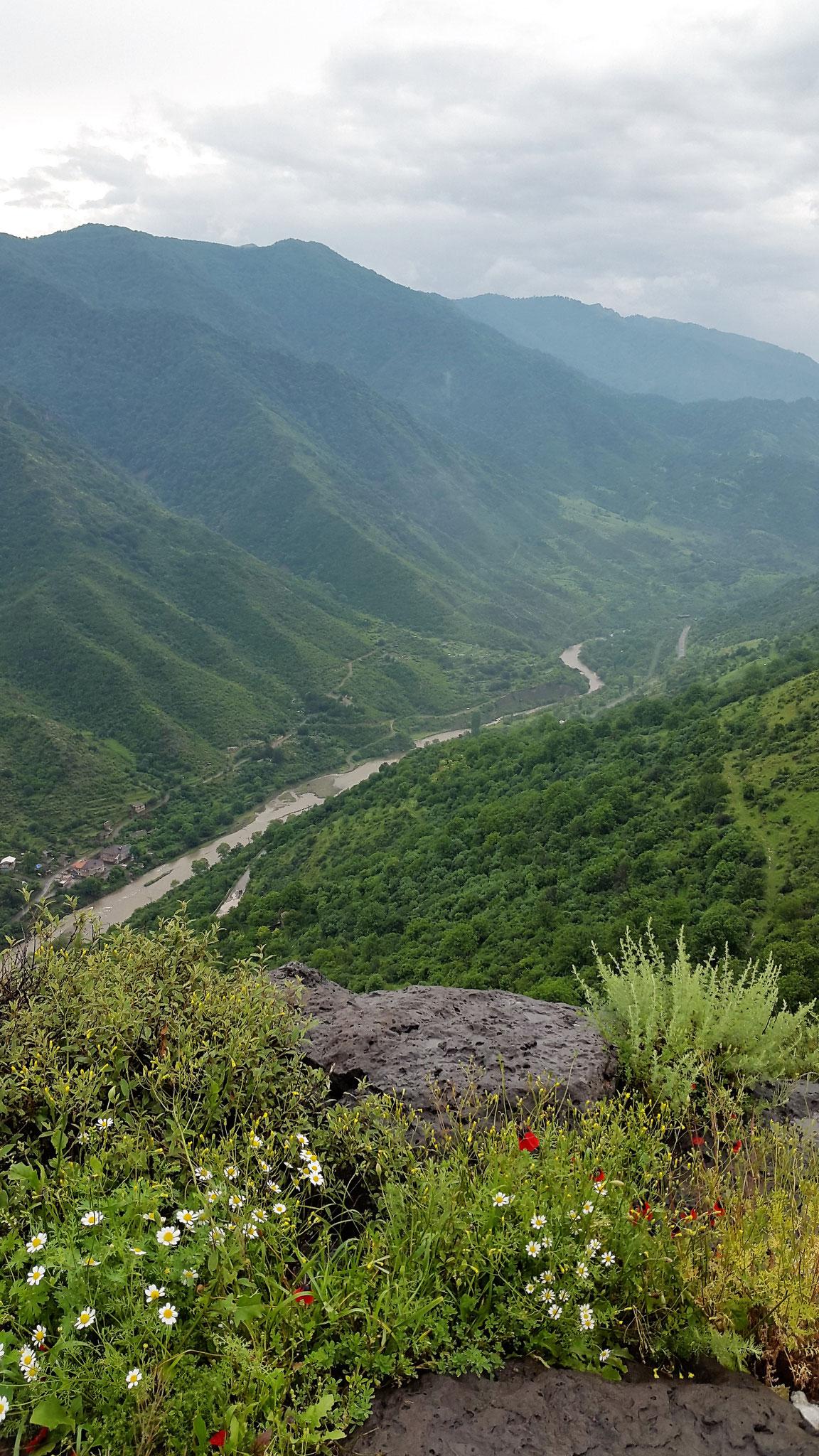 Blick ins Tal des Flusses Debed