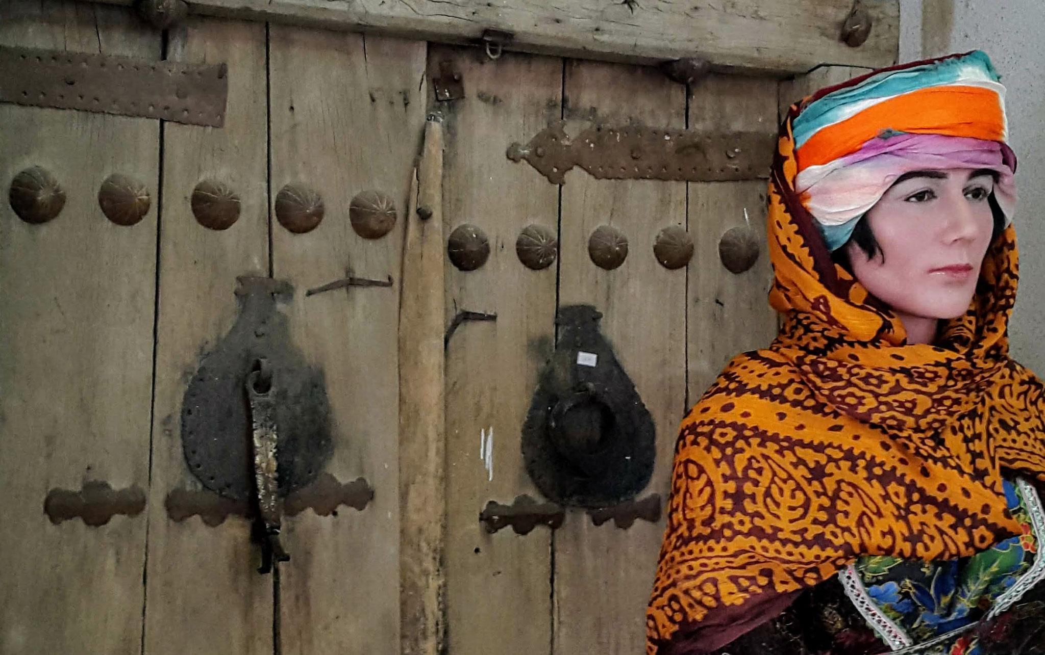 Im ethnographischen Museum von Urmia: Tür mit zwei Klopfern: Rechts für Frauen, links für Männer