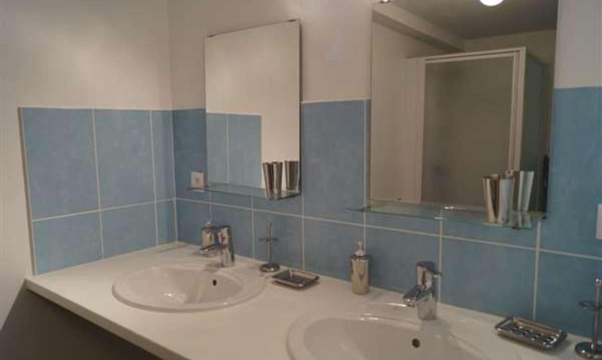 1er étage : salle de bain 1