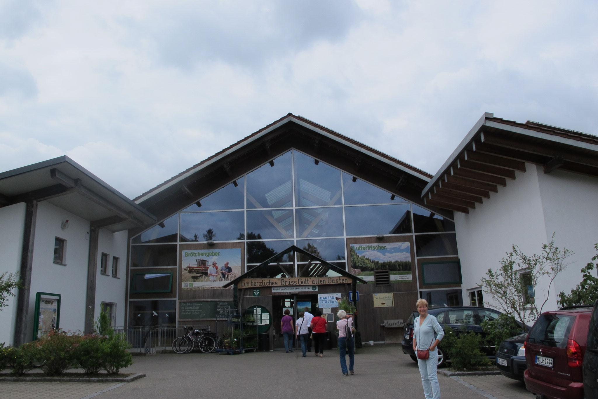 Eingang zum Bauernmarkt Dasing - Wittelsbacher Land