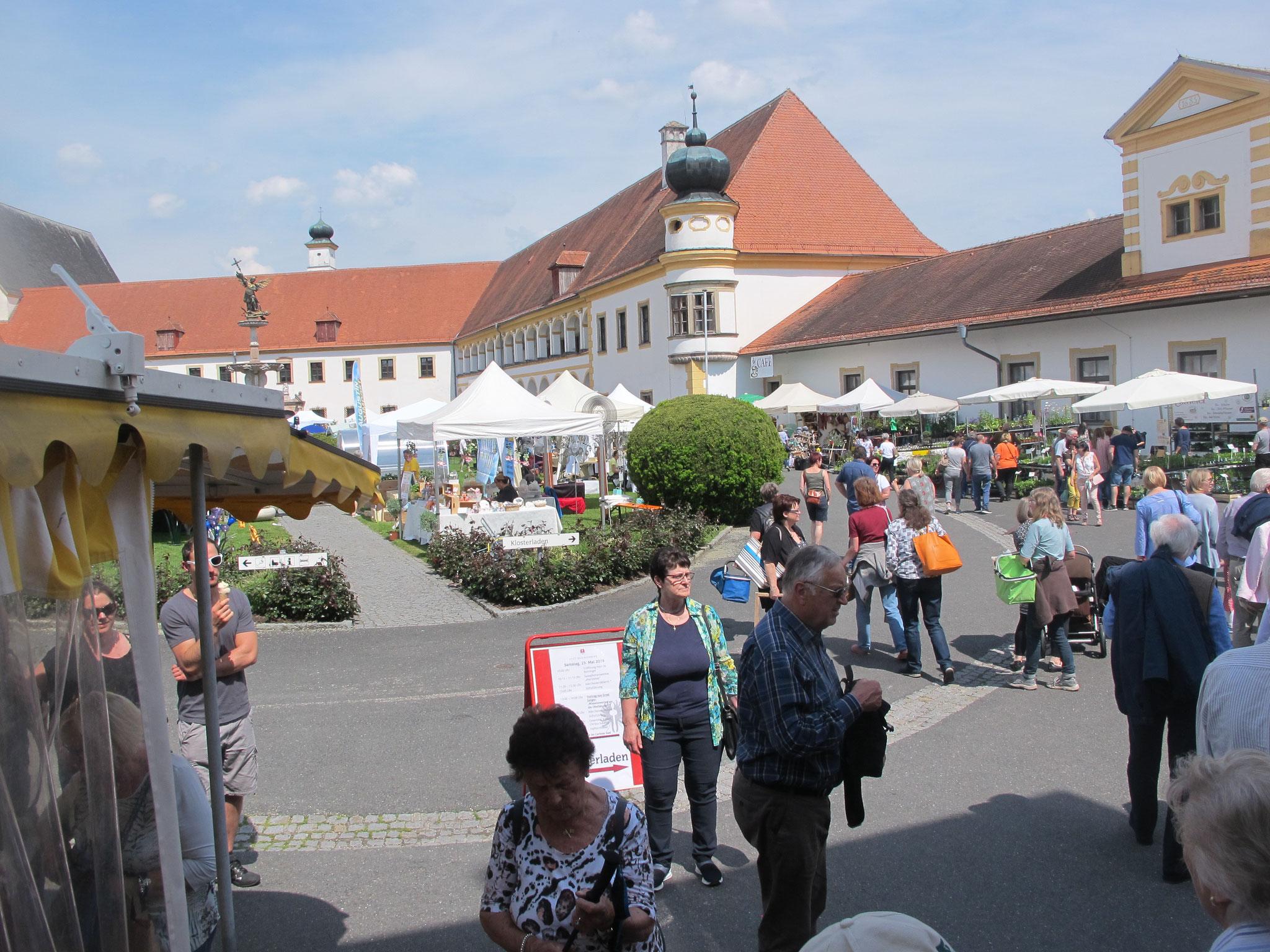 ... im Klosterhof Stift Reichersberg