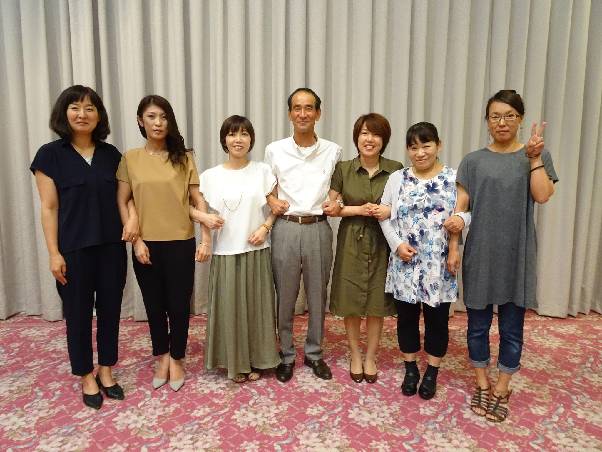 竹岡代表と歴代事務局