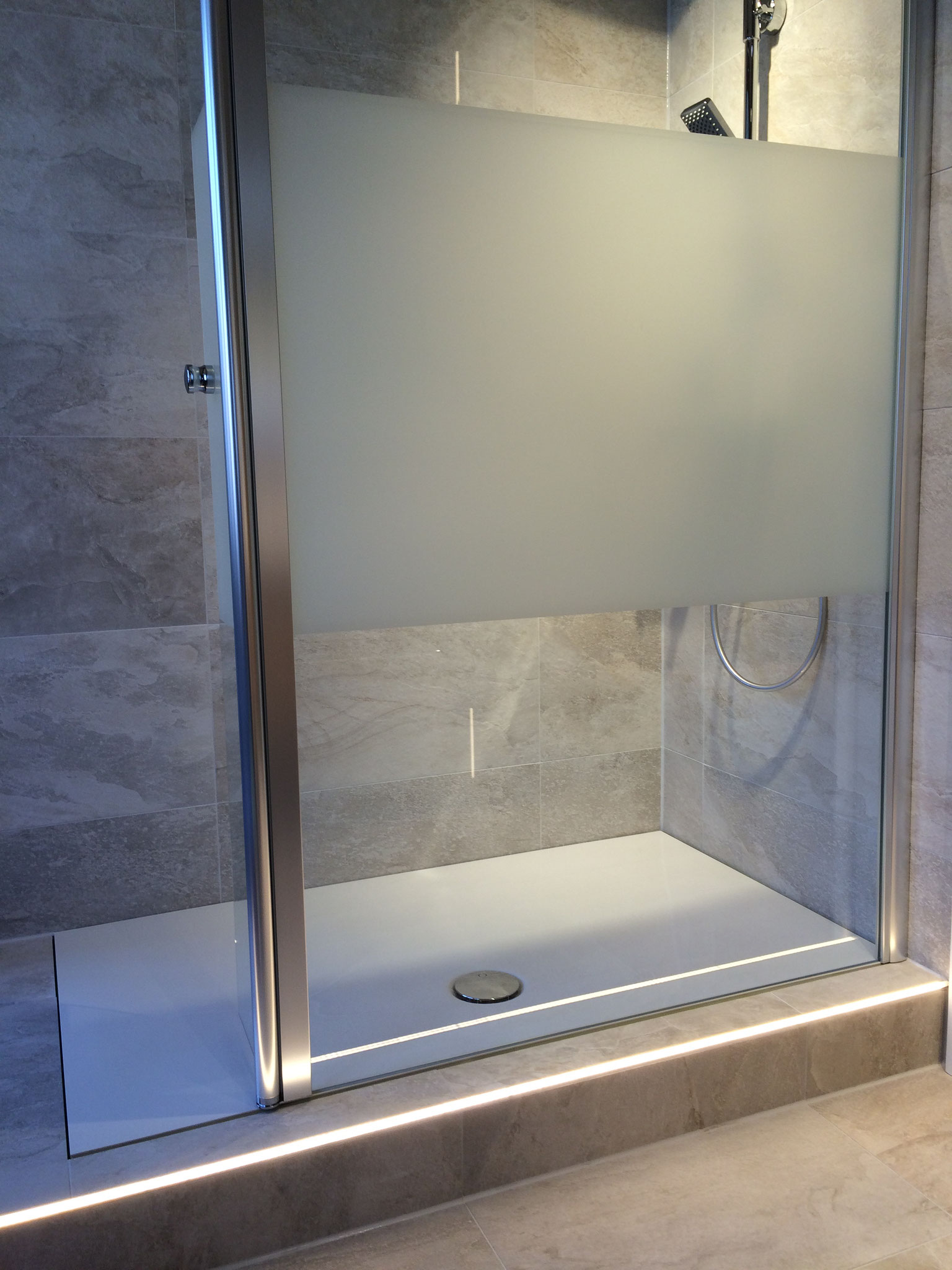 Bodengleiche Dusche mit Duschwanne