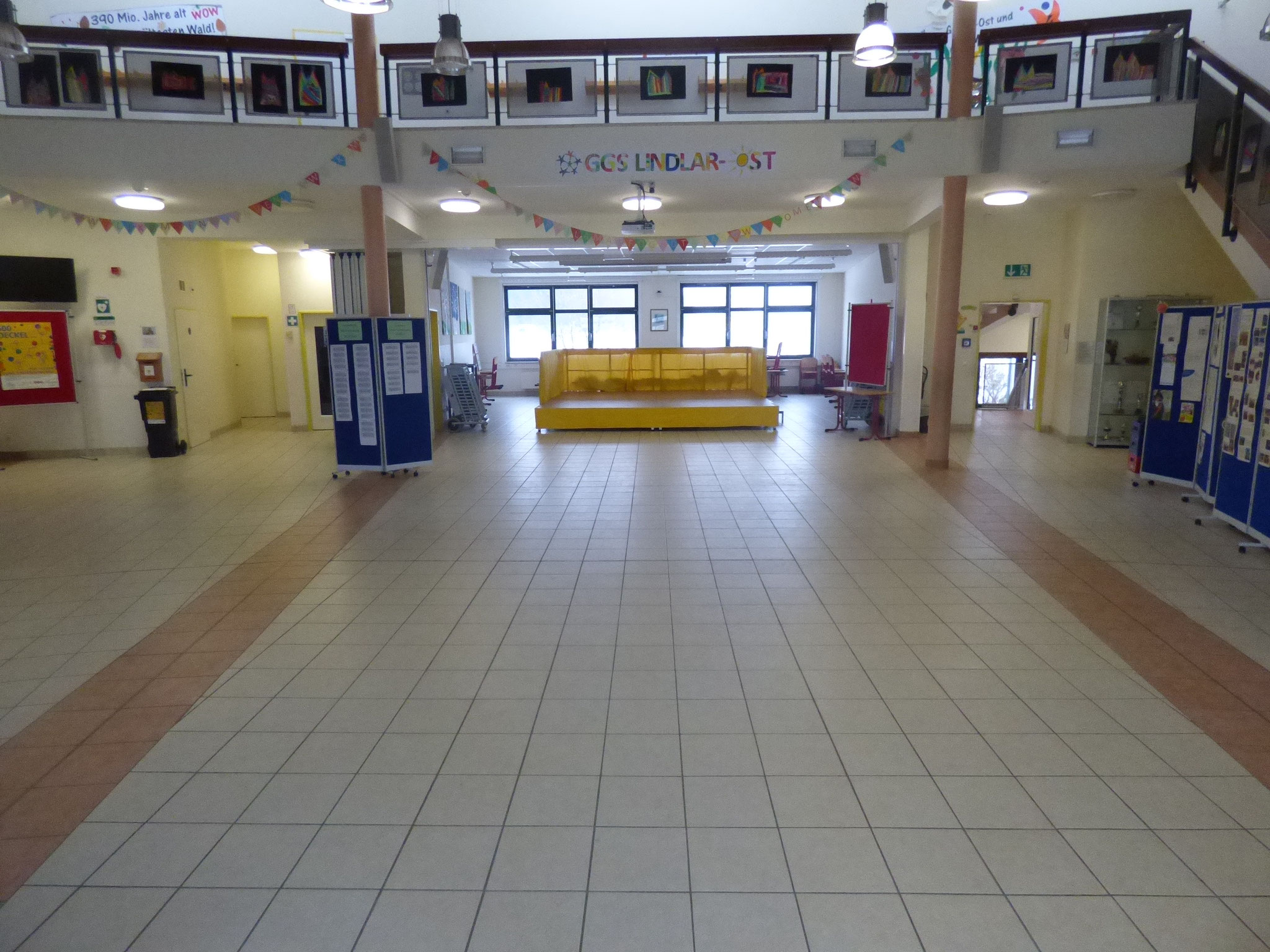 Grundschule Ost Foyer vom Eingang