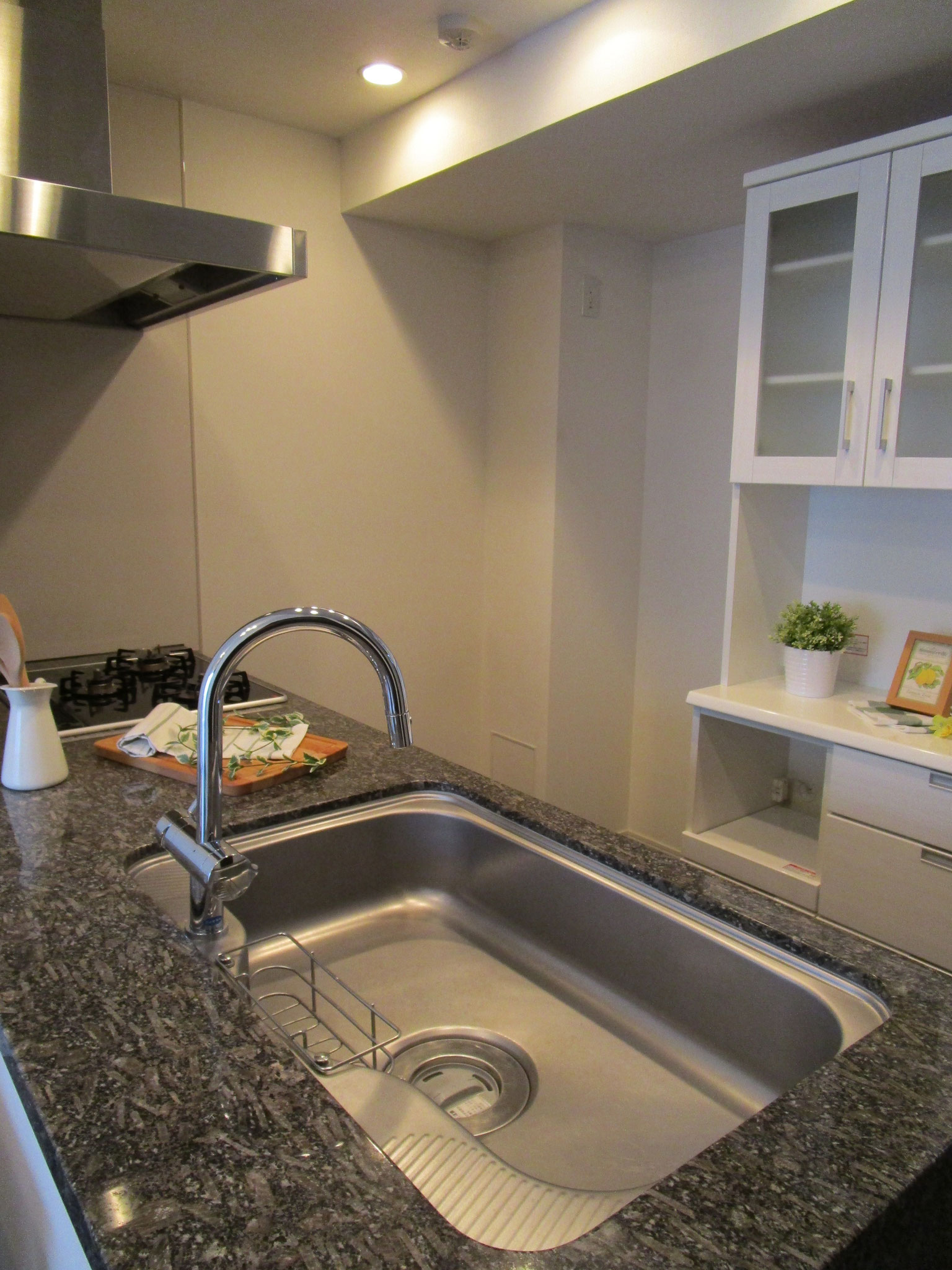 オープンキッチン。静音シンクです。ディスポーザ設置