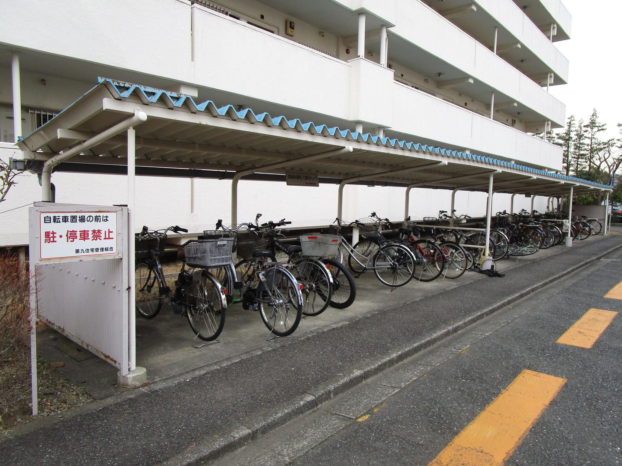 エントランス横の駐輪場