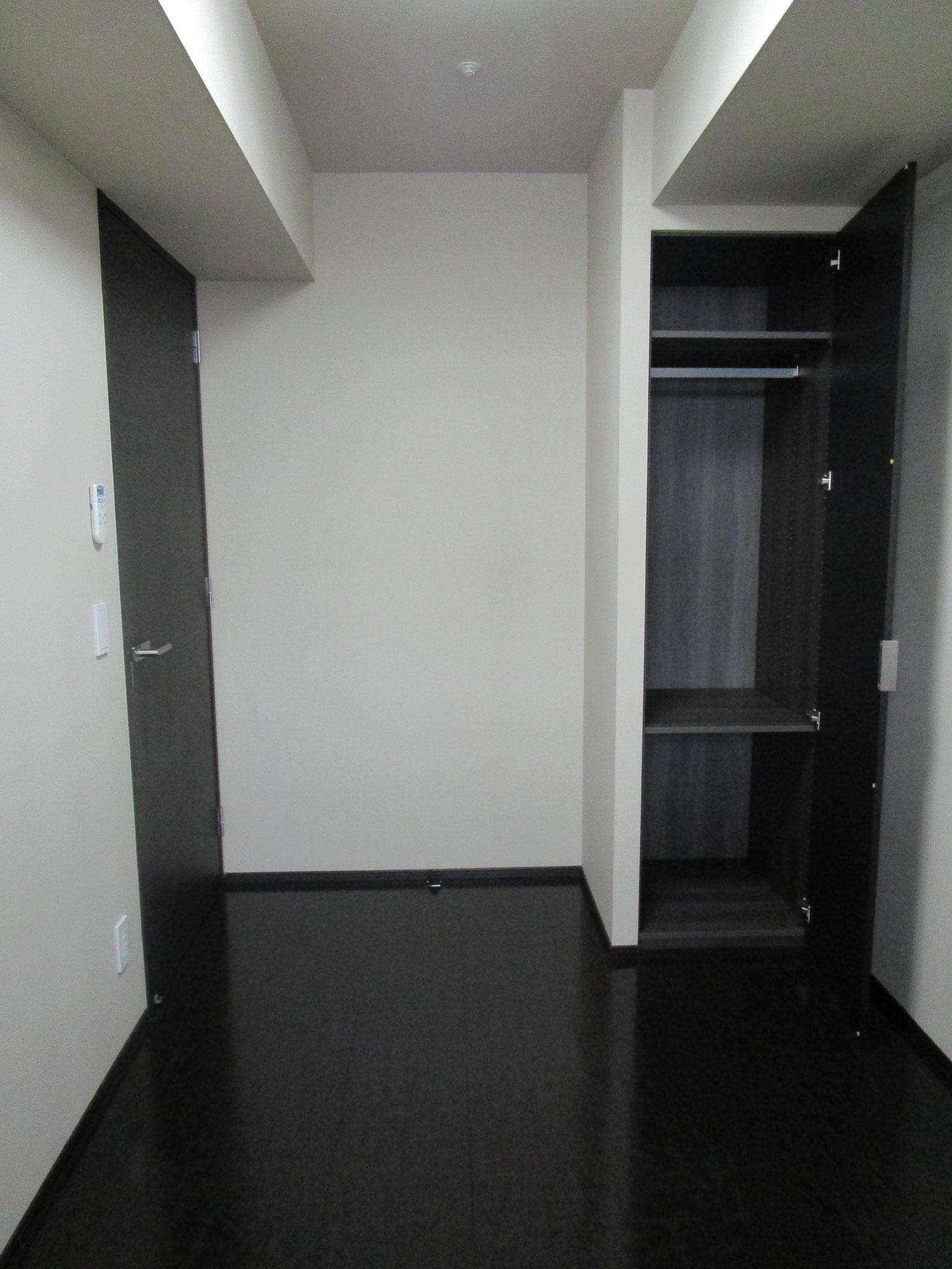 LDの西側の洋室(約4.5帖)。クローゼット付きです