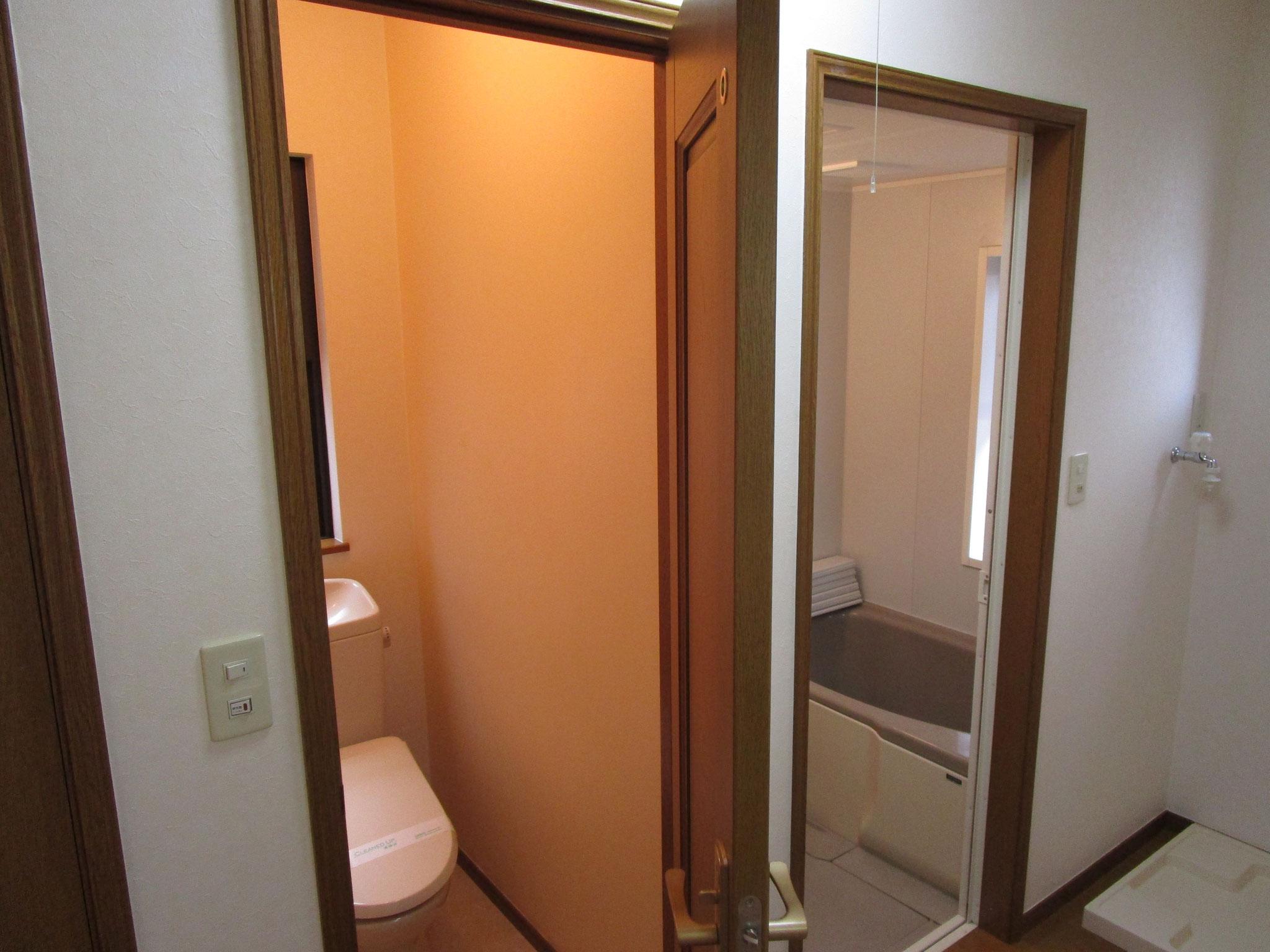 トイレと浴室の扉を開けた状態