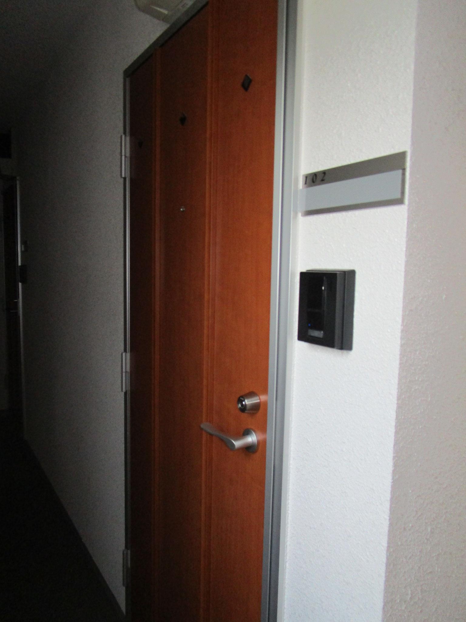 エントランスを入って右側すぐのお部屋です