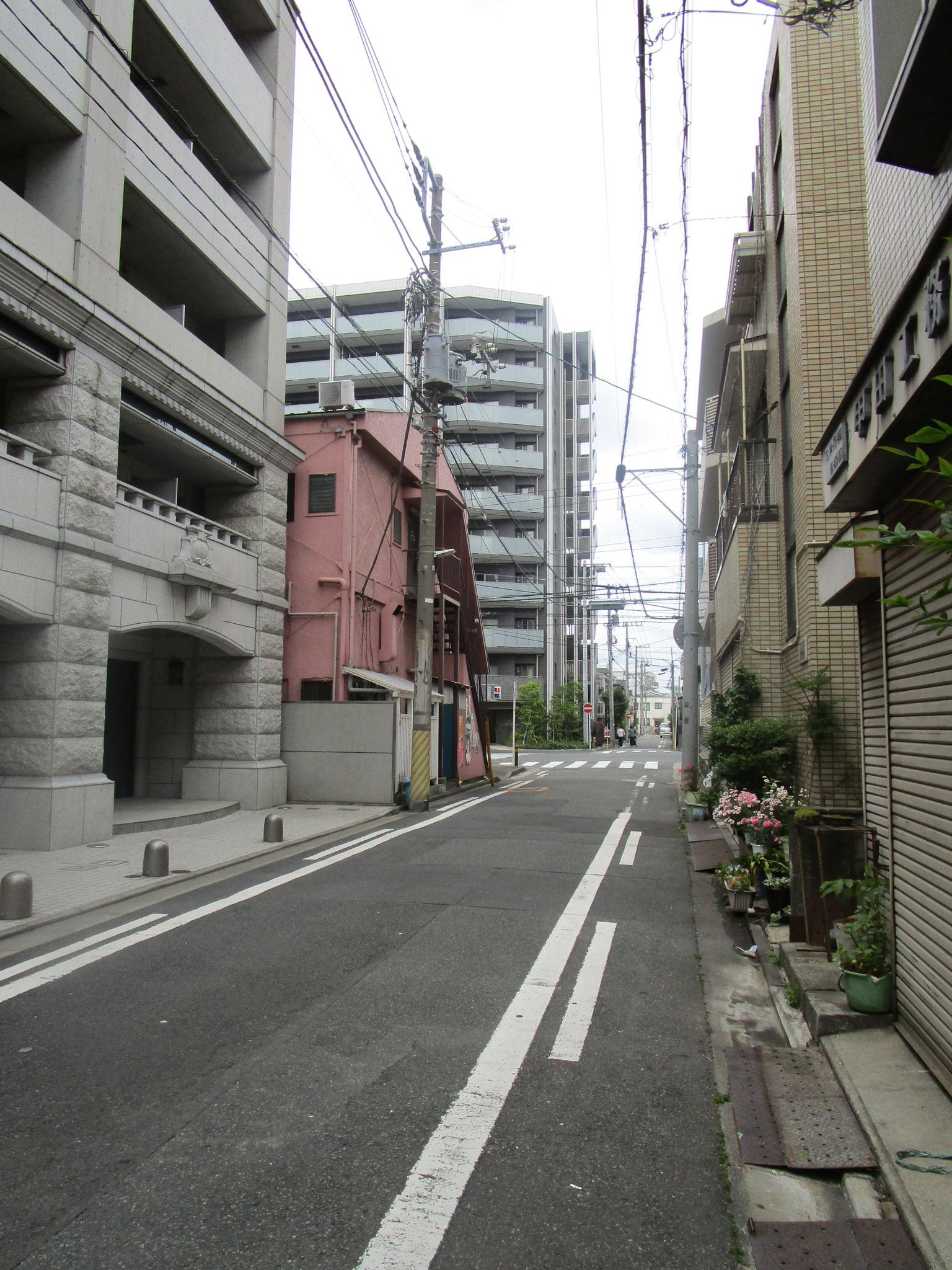 前方に「クリオ川崎南幸町」が見えてきました