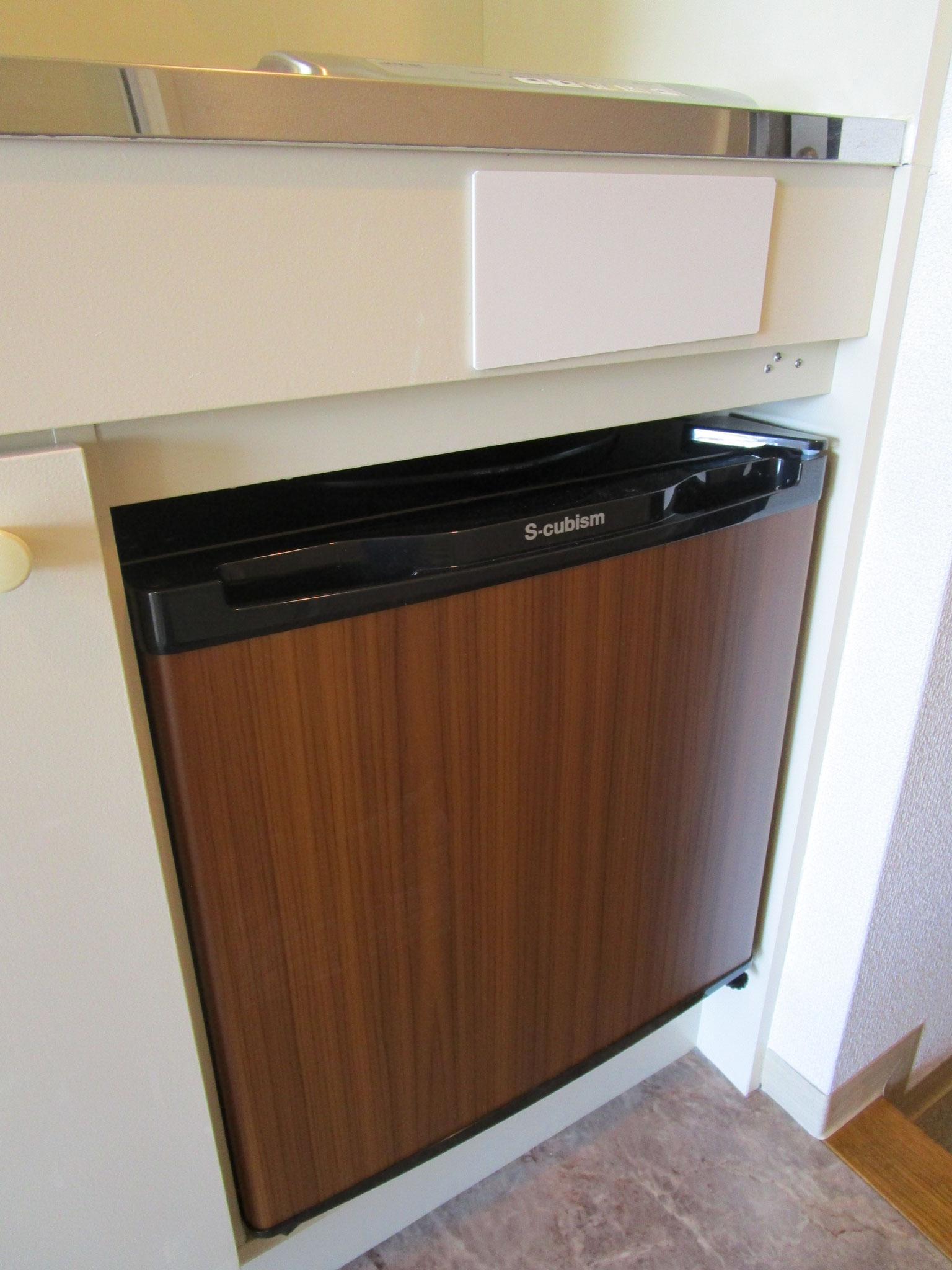 その下のミニ冷蔵庫も新規交換