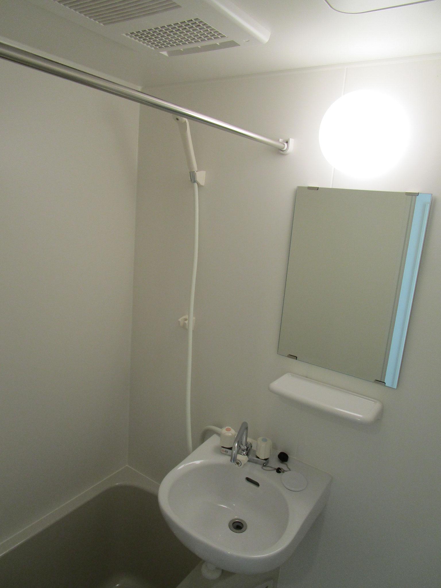 その奥は浴室