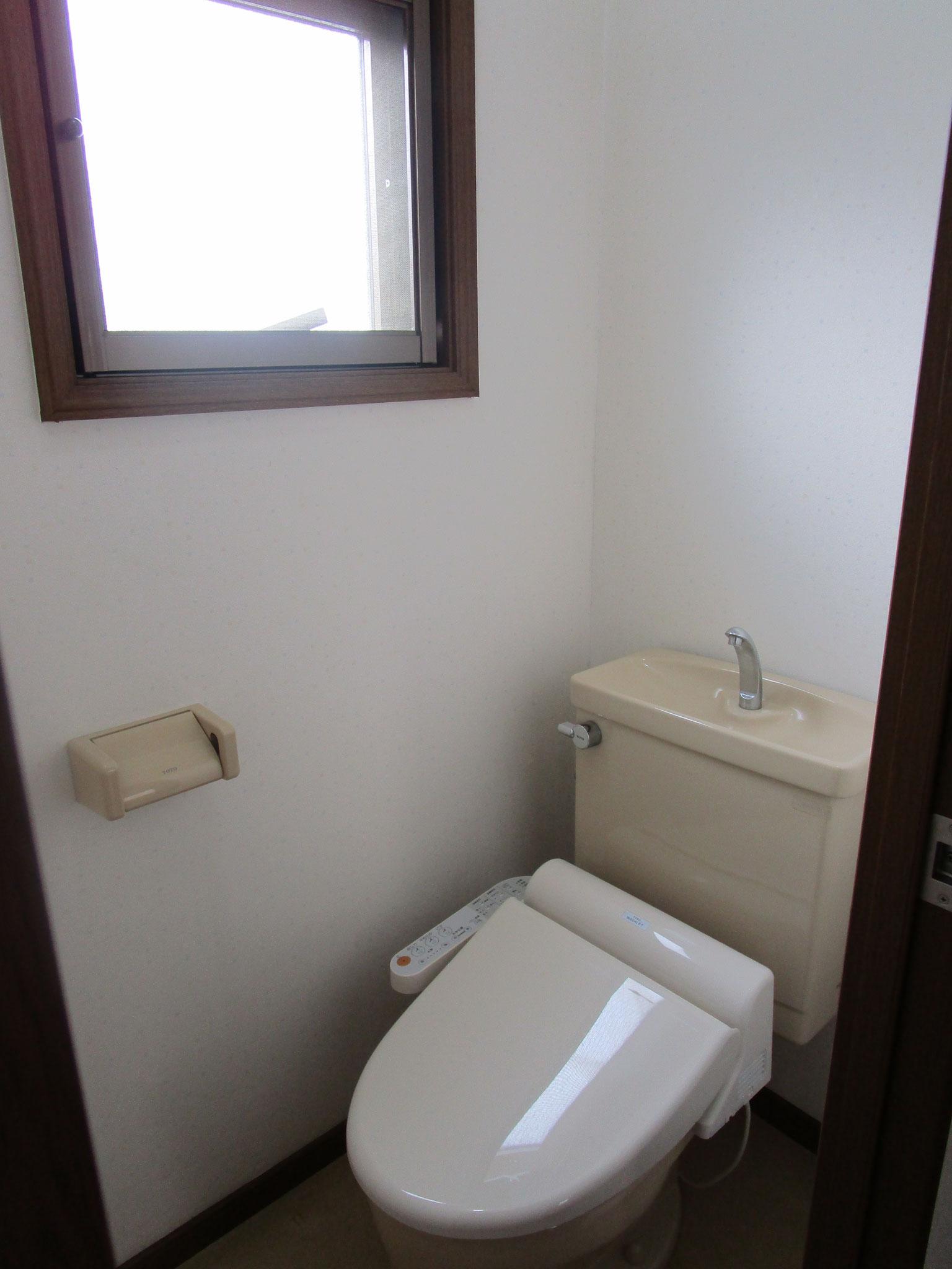 トイレです(窓があります)