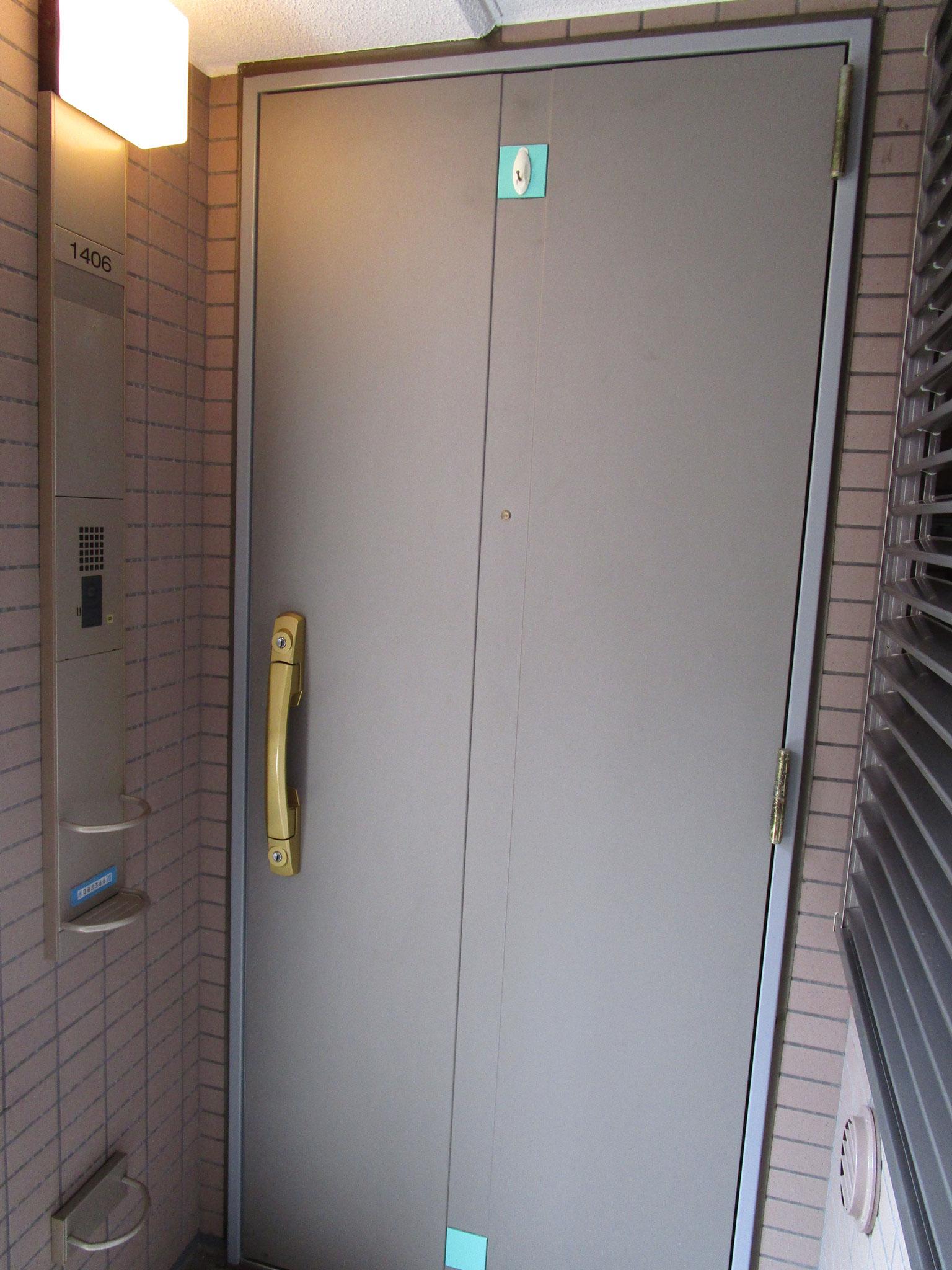 お部屋の玄関前
