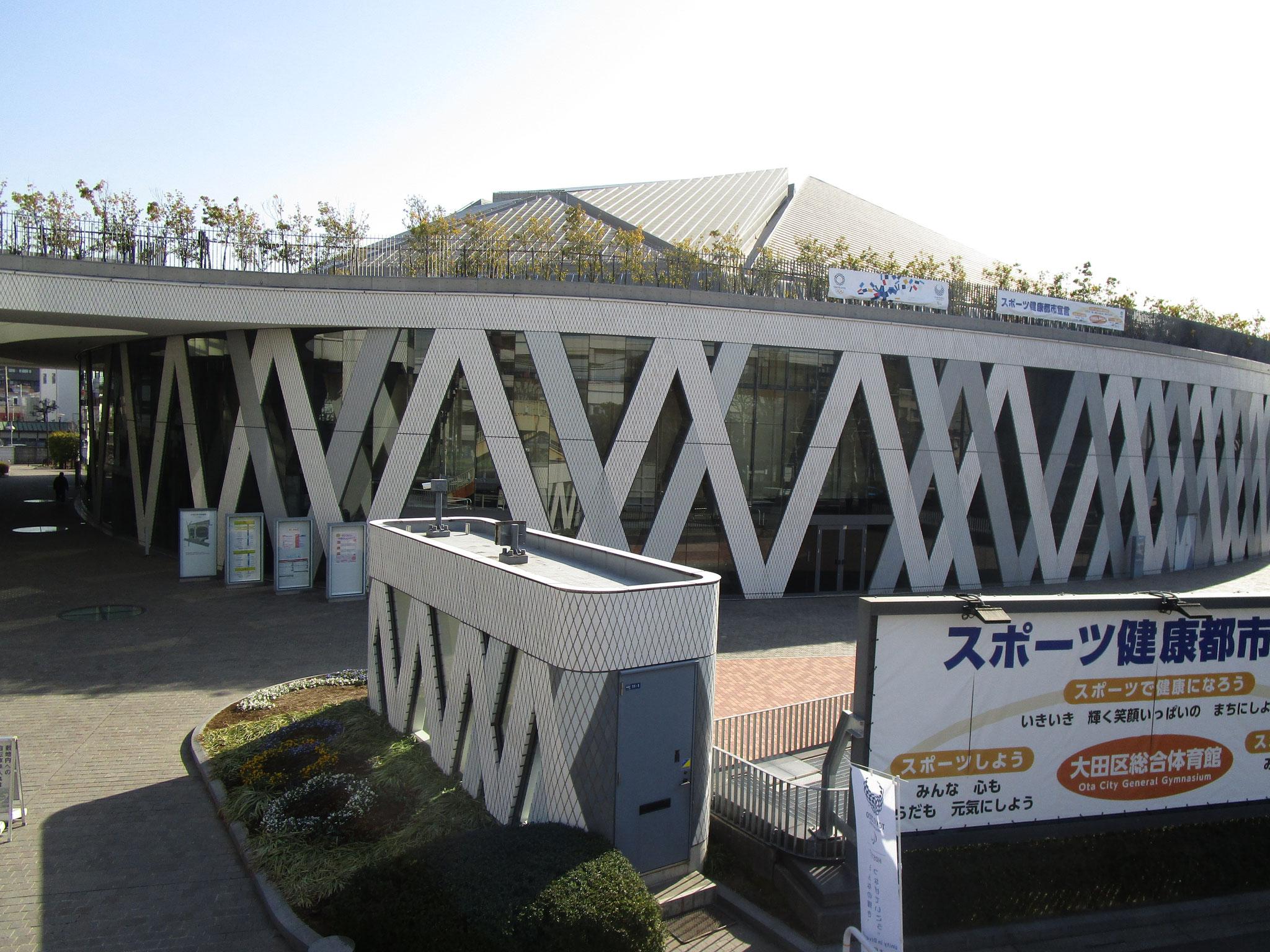 国道15号線(第一京浜)沿いにある「大田区総合体育館」