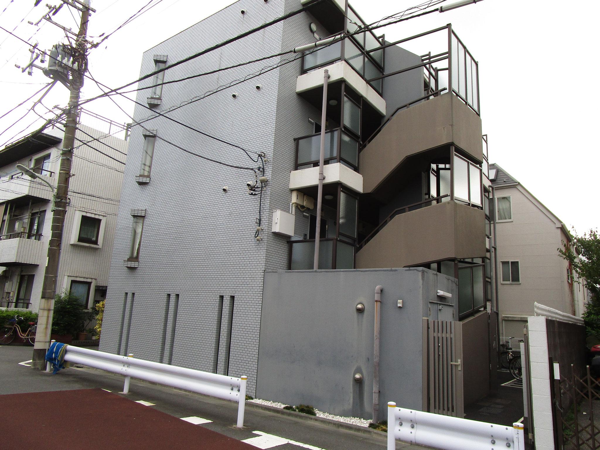 鉄筋コンクリート4階建。駐輪場あります