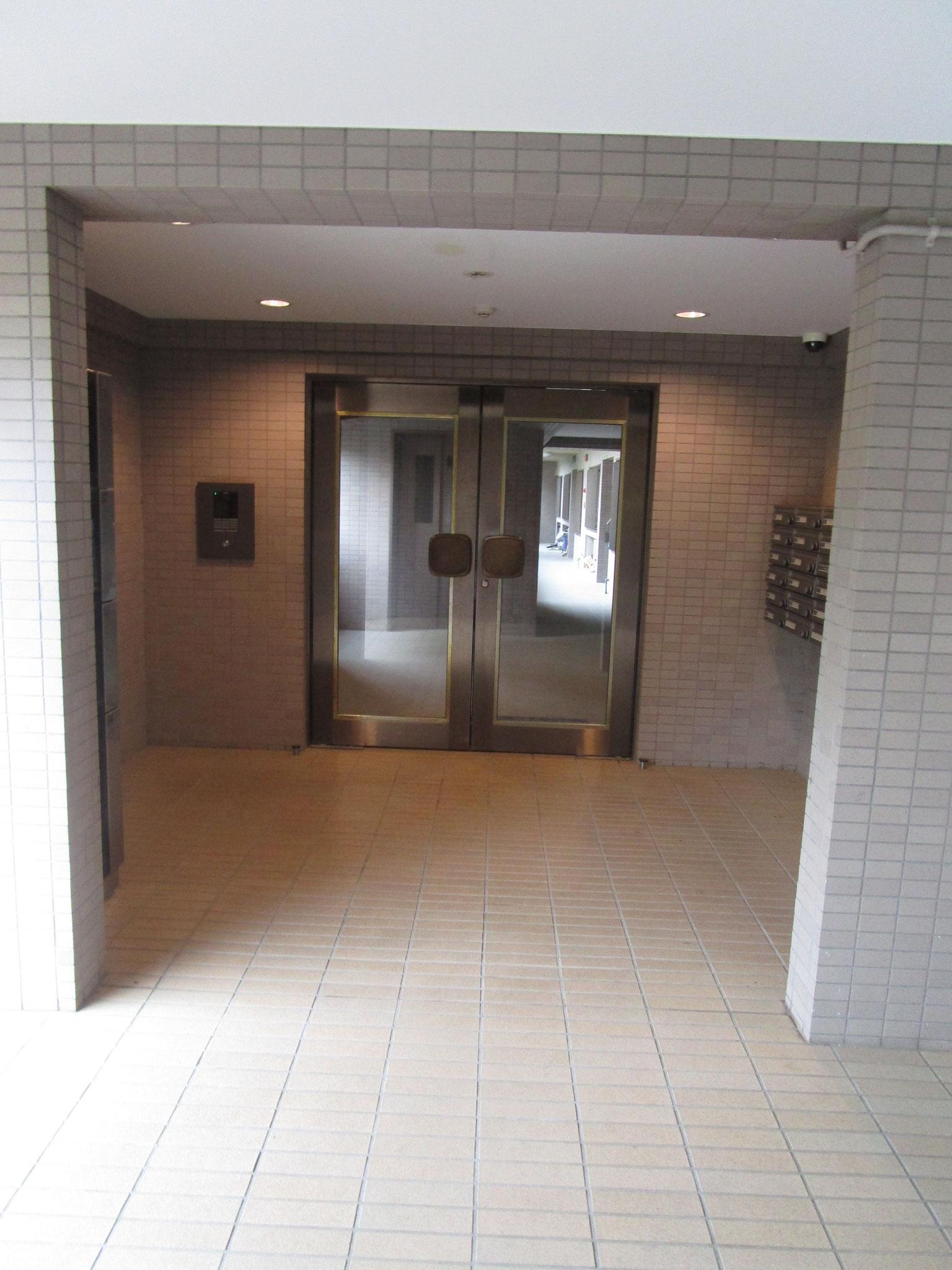 三番館のエントランスホール