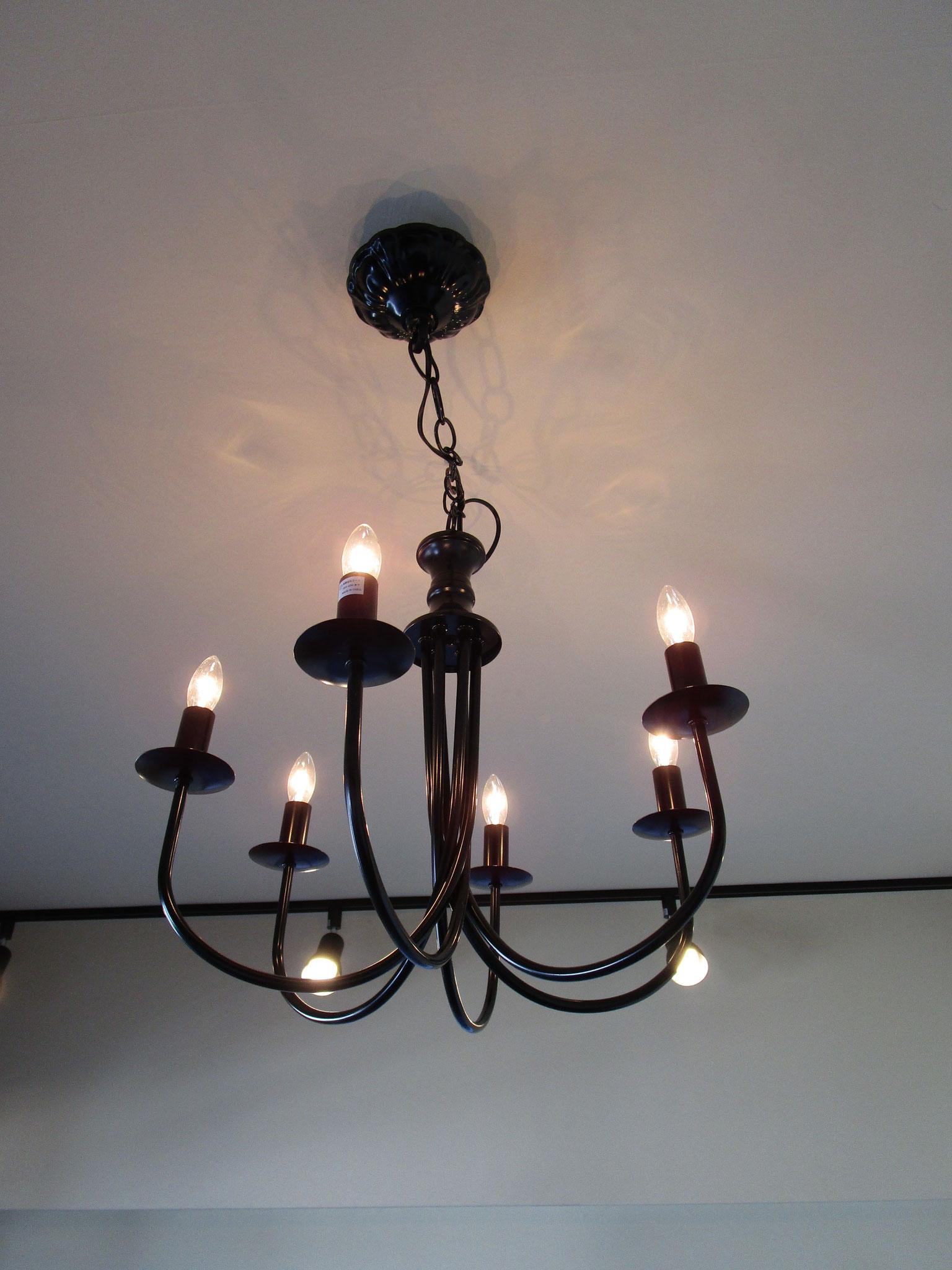 奥の洋室の照明器具