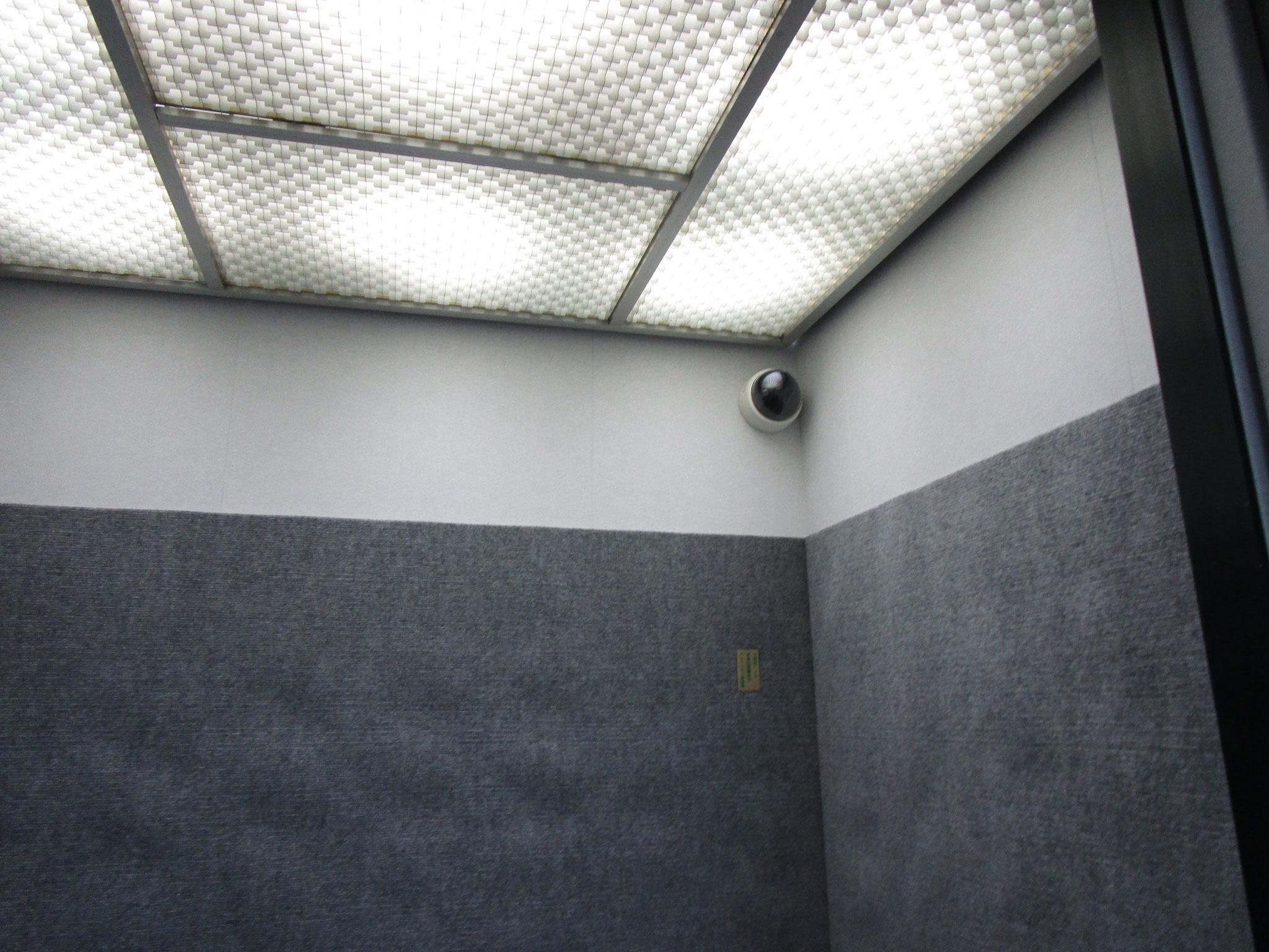 エレベーター内に防犯カメラ設置