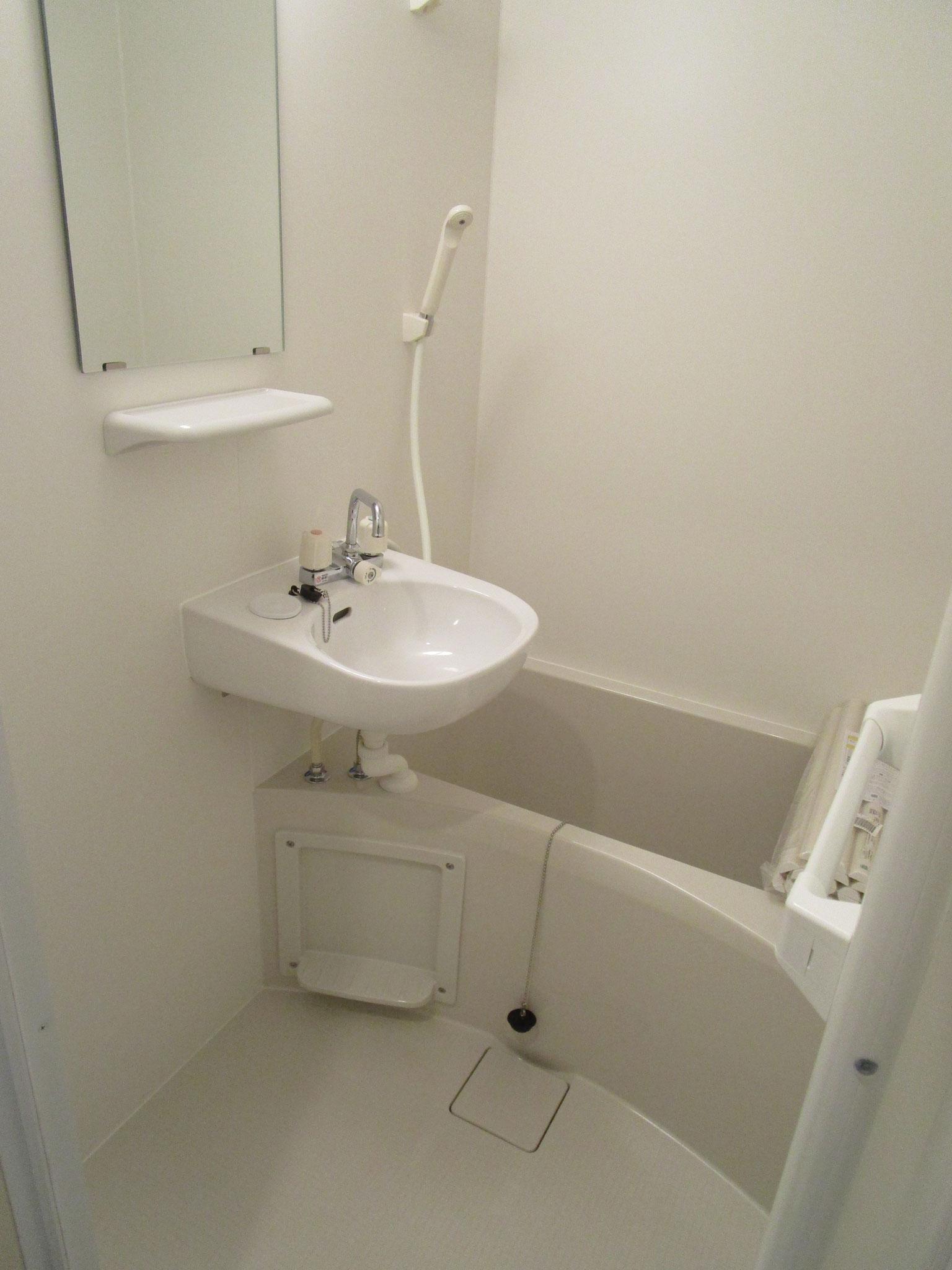 トイレの隣りはバスルーム