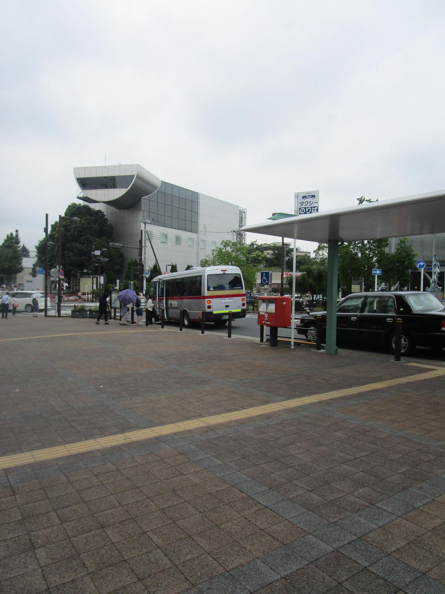 駅前のロータリー