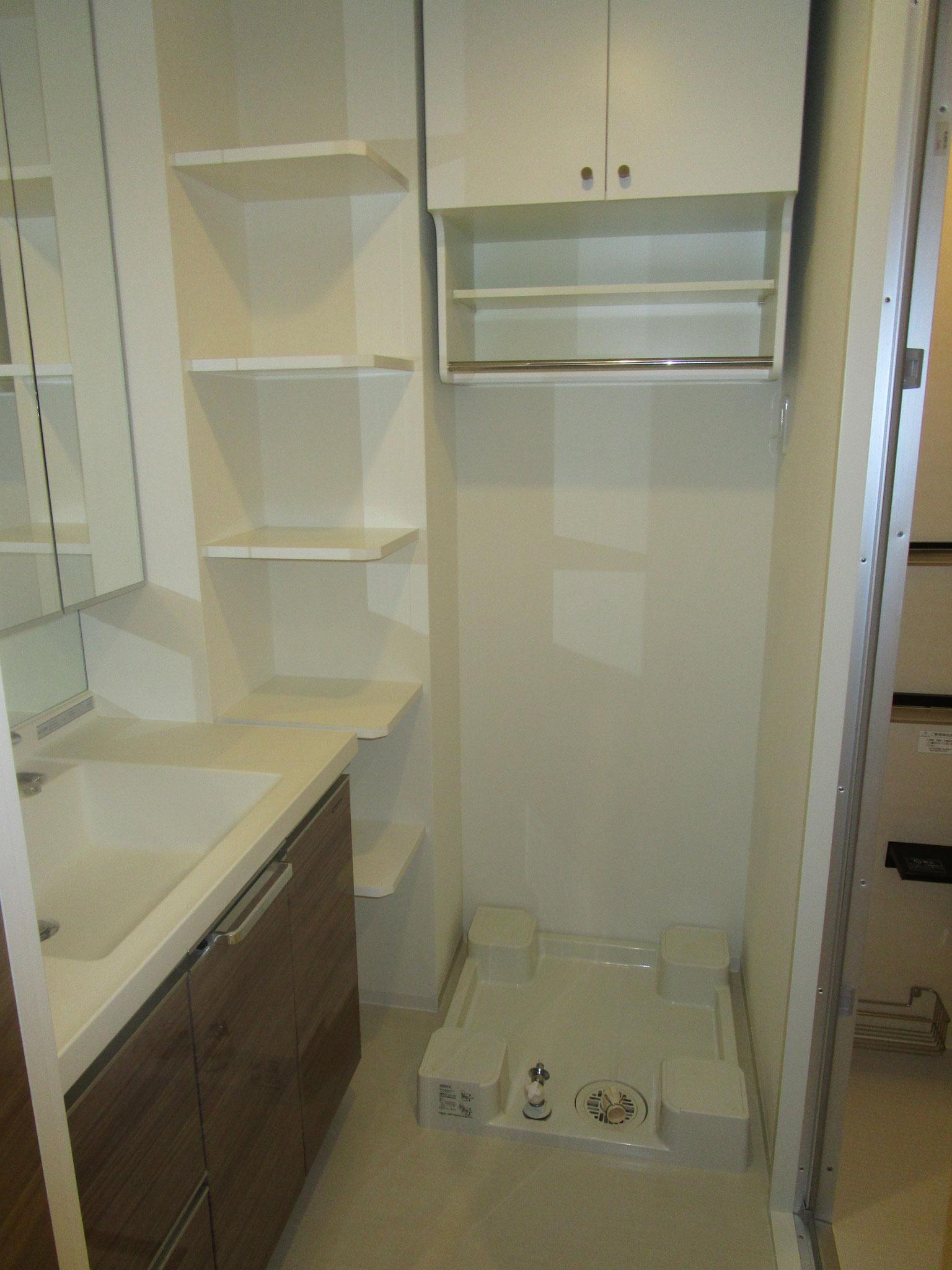 廊下の右側は洗面室。