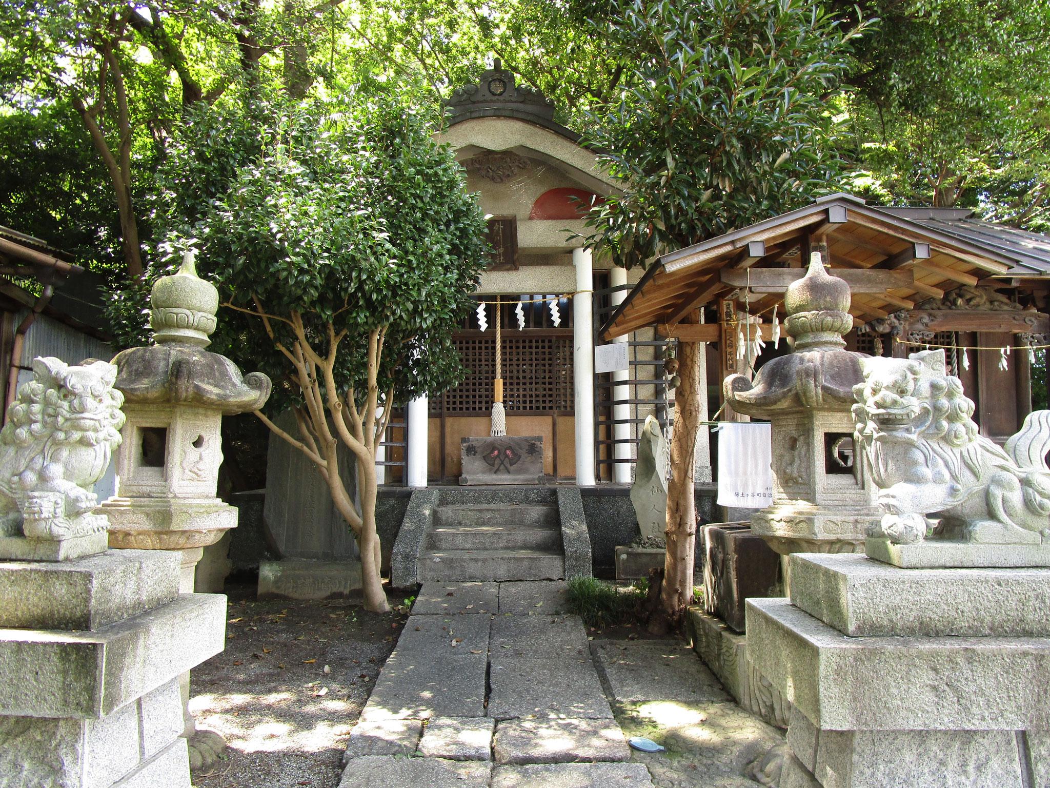 小さな神社がありました