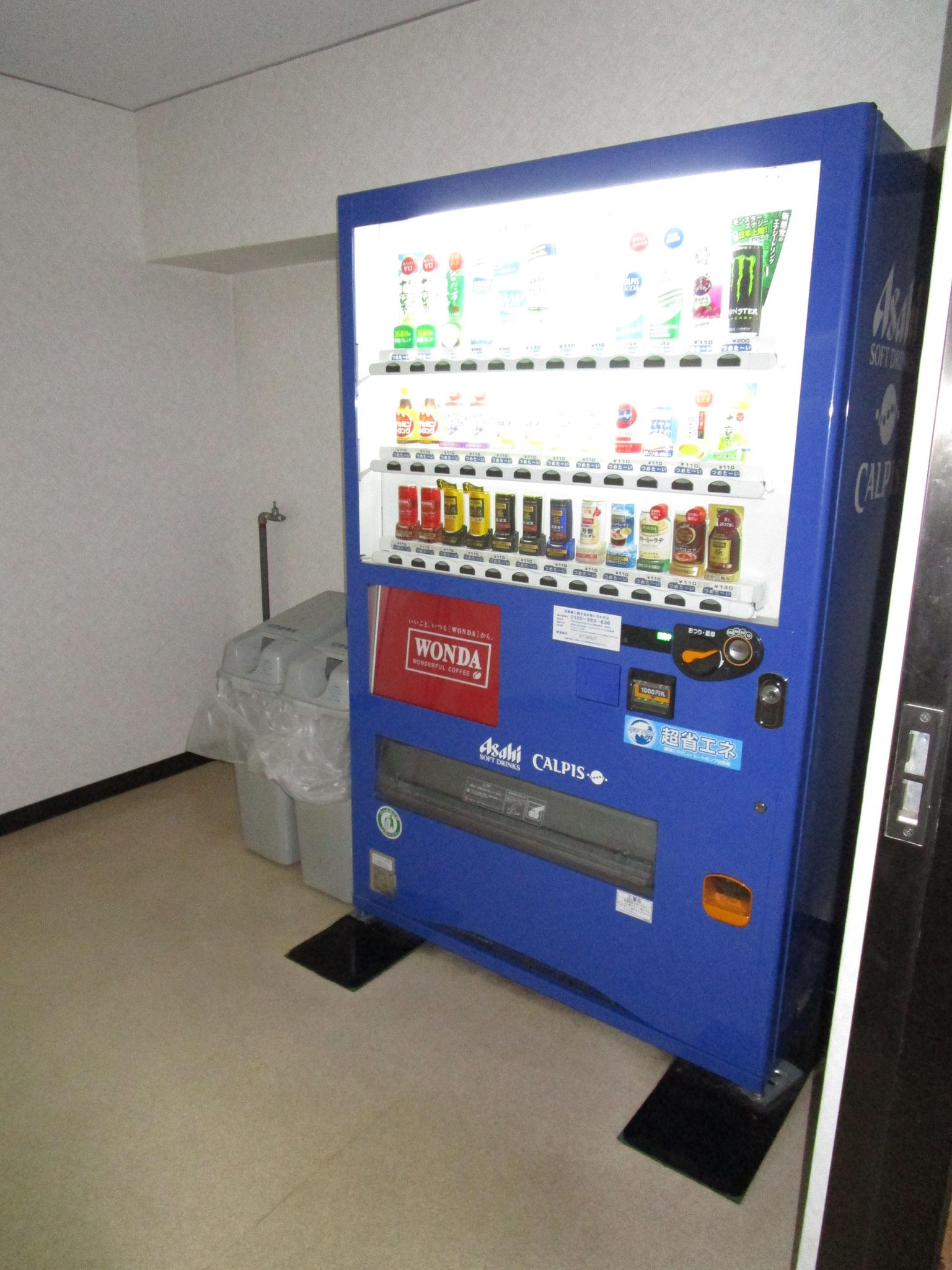1階には自動販売機コーナーもあります