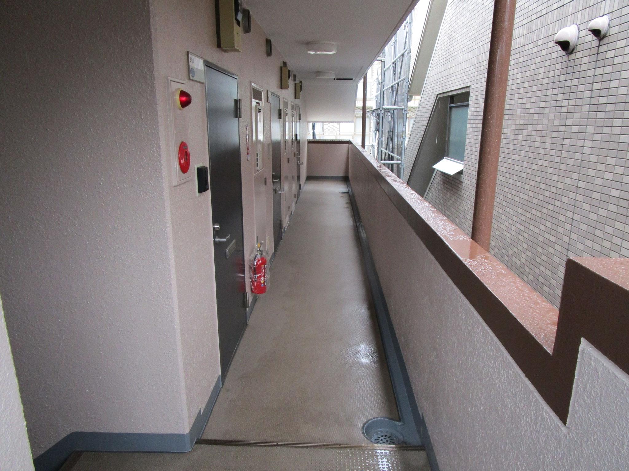 共用廊下部分。階段と同じ仕様です