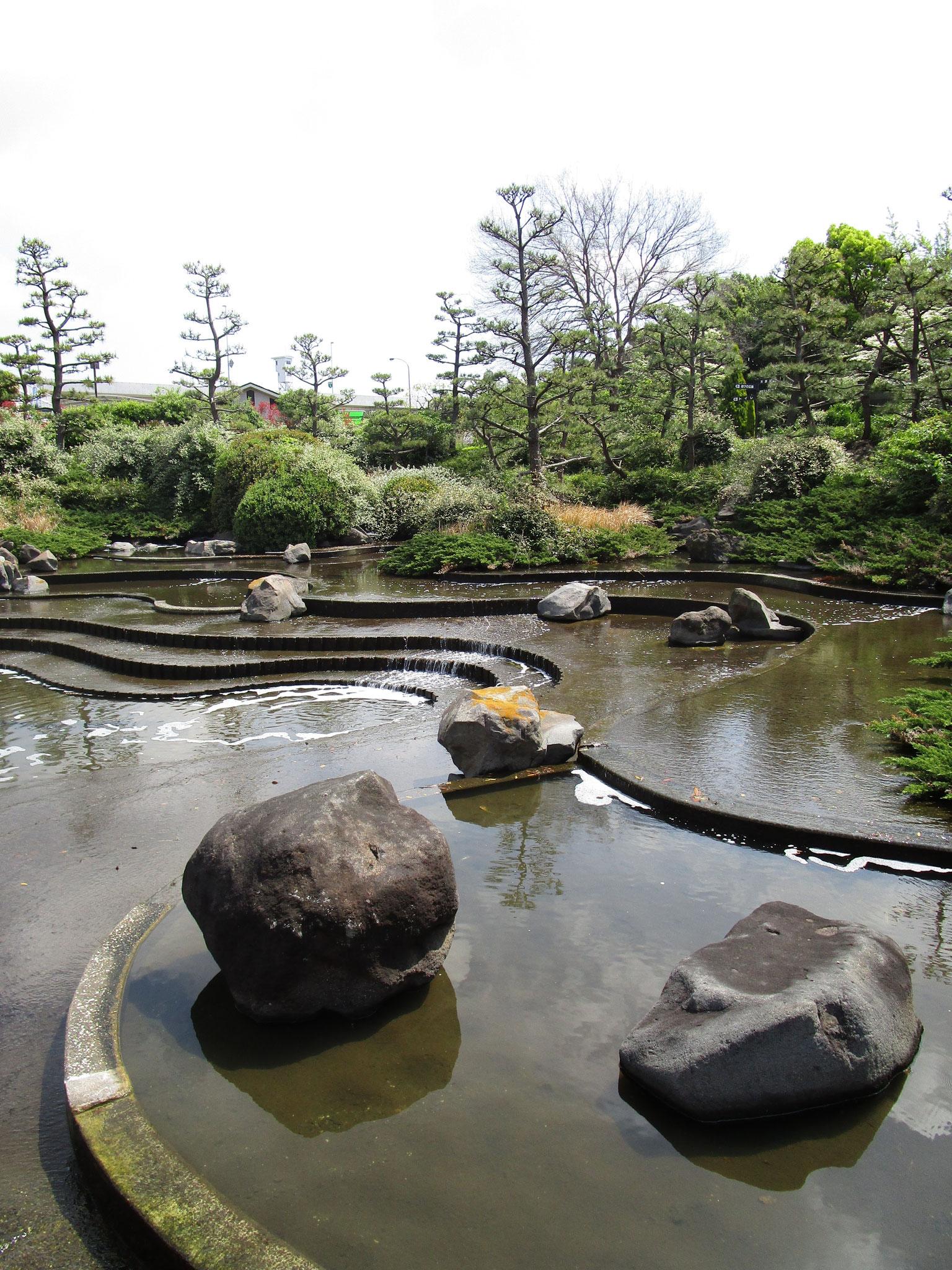 水族館の隣の「上の滝」