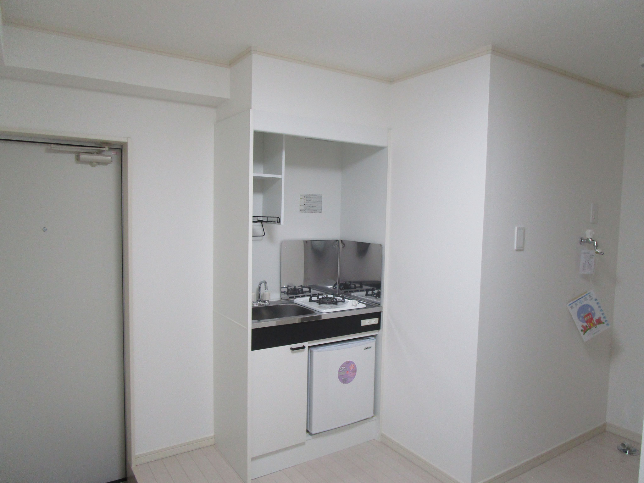 玄関の左側がキッチンです