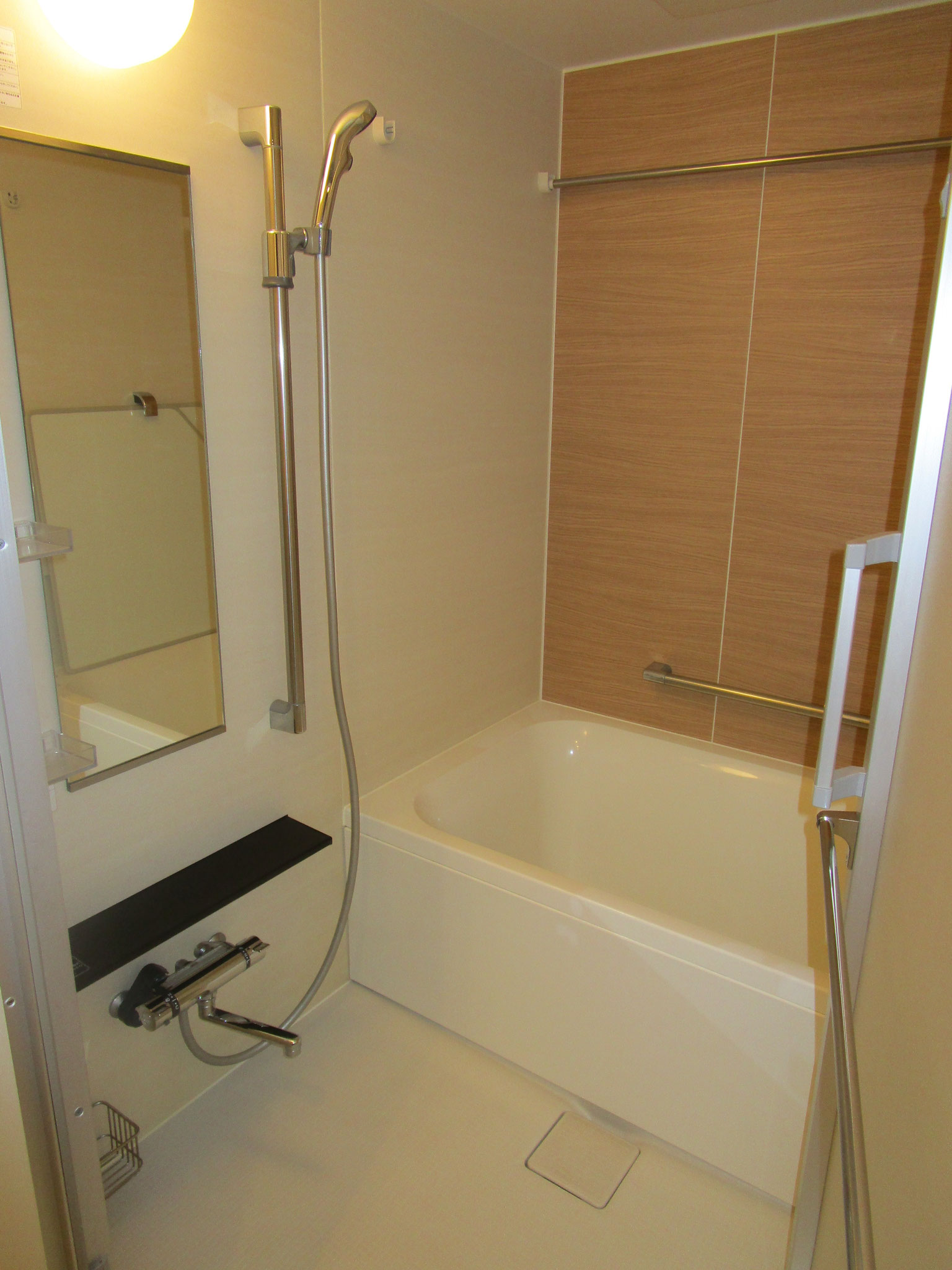 浴室。広々です。浴室暖房乾燥機付換気扇