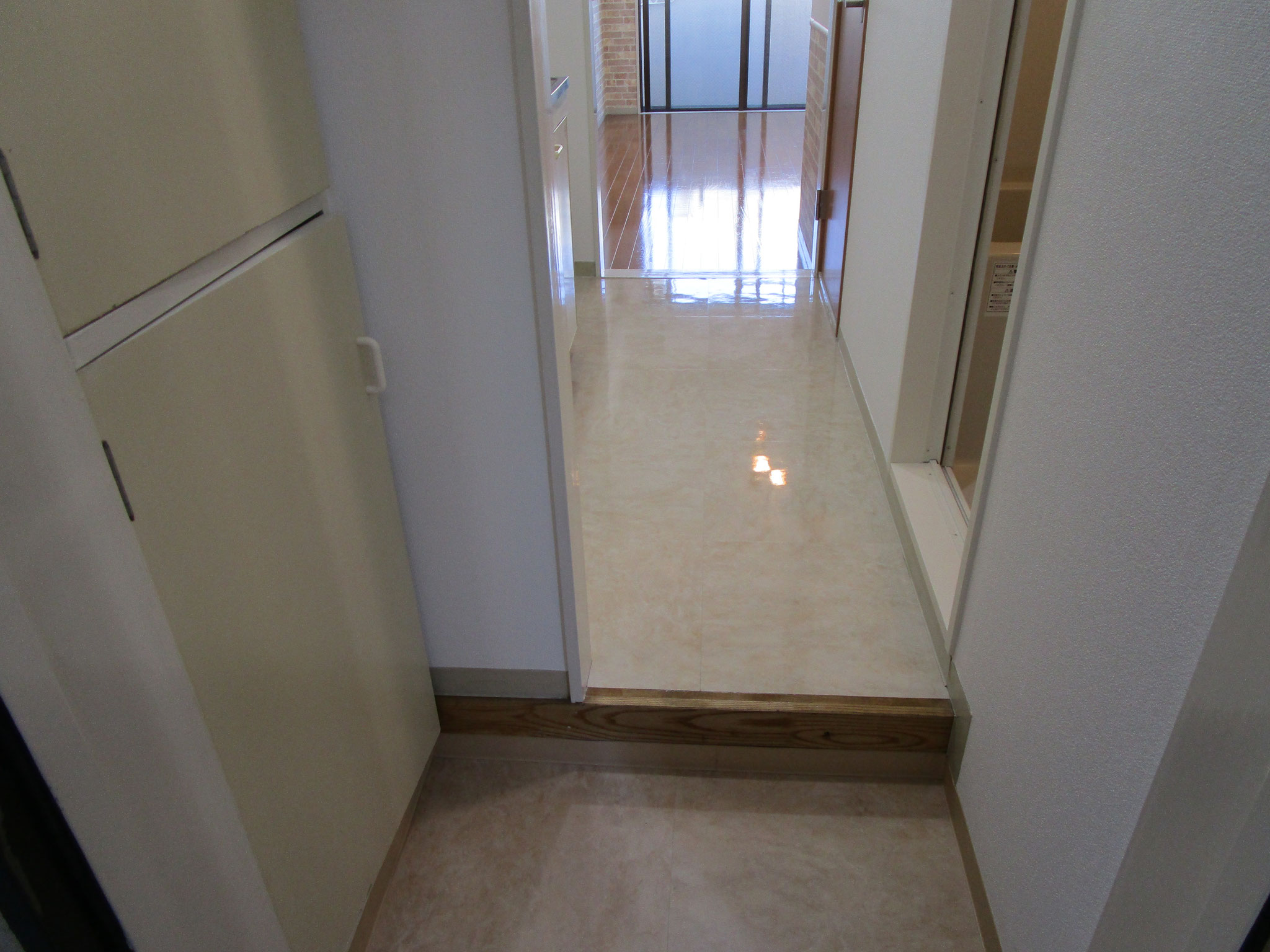 玄関・キッチン・トイレの床を統一