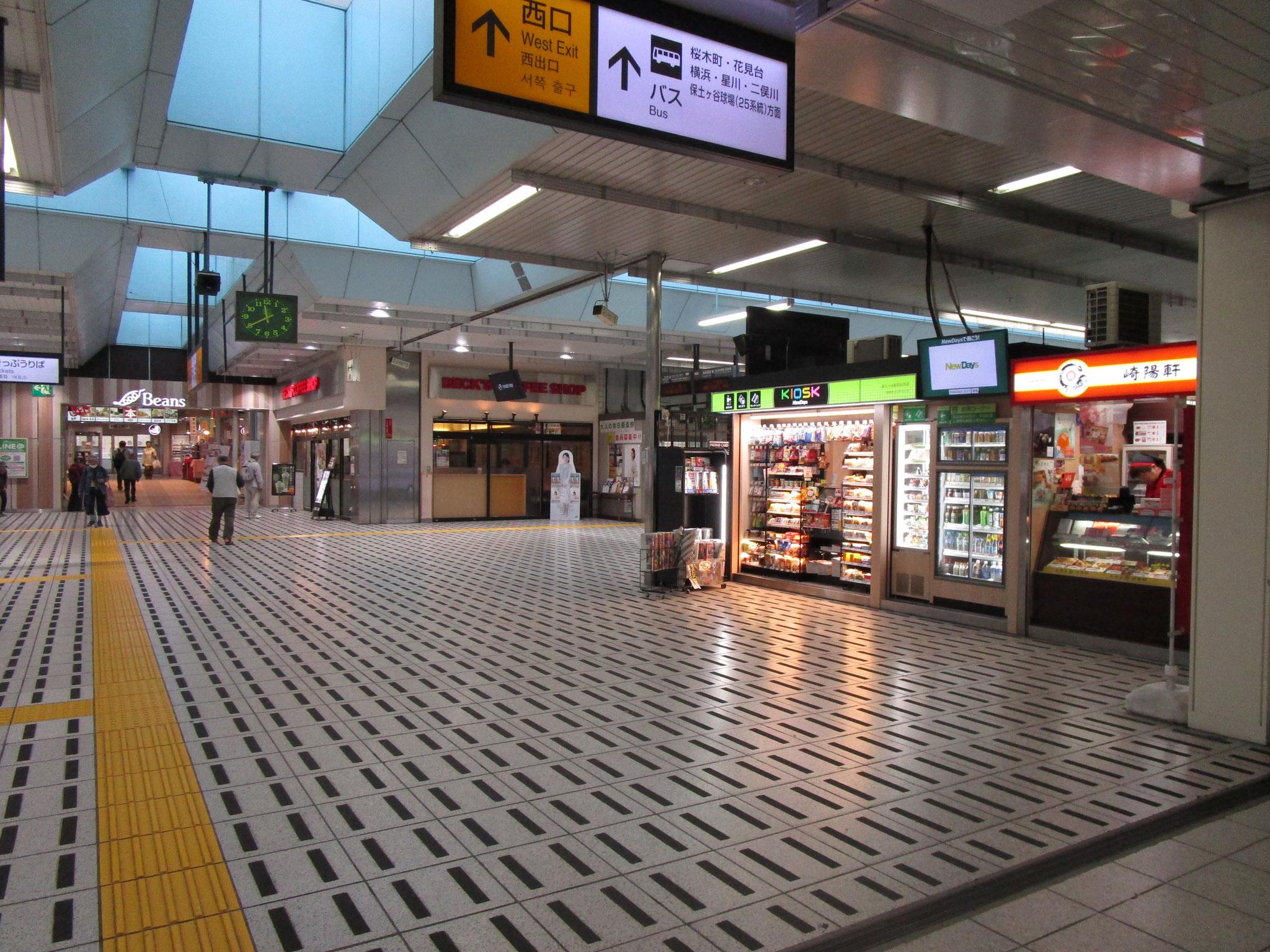 JR横須賀線「保土ヶ谷」駅の改札を出ます